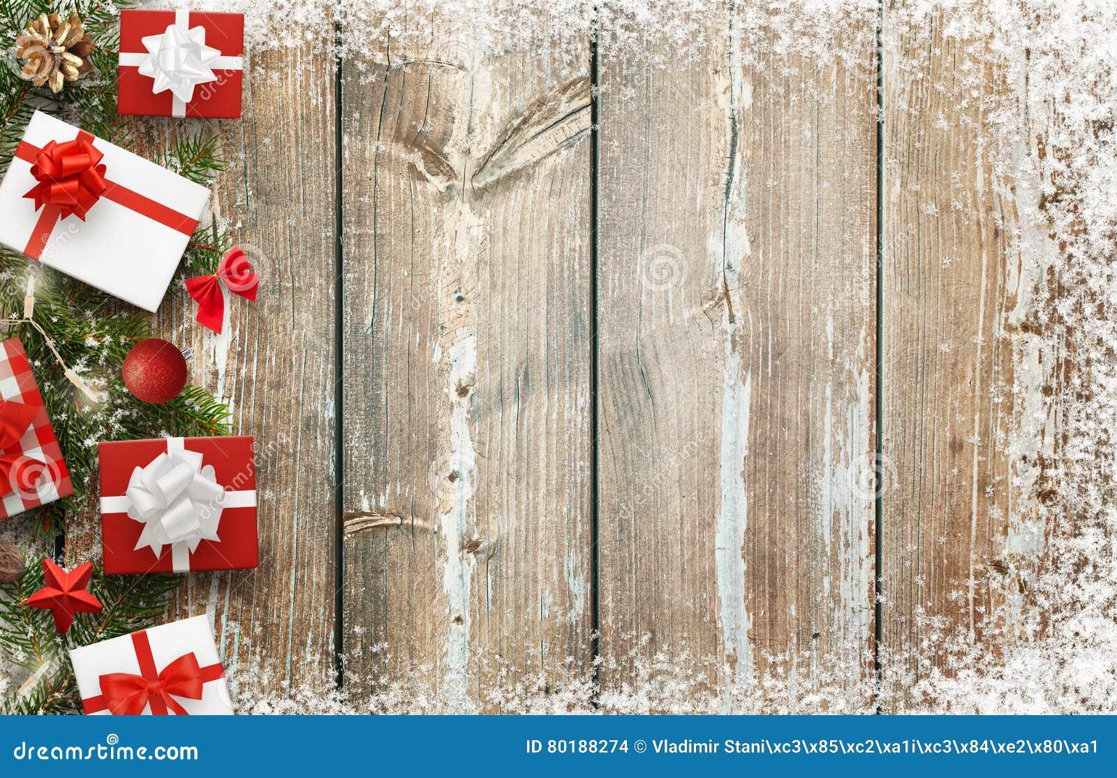 Immagine di sfondo di natale con i regali e la decorazione for Sito regali gratis
