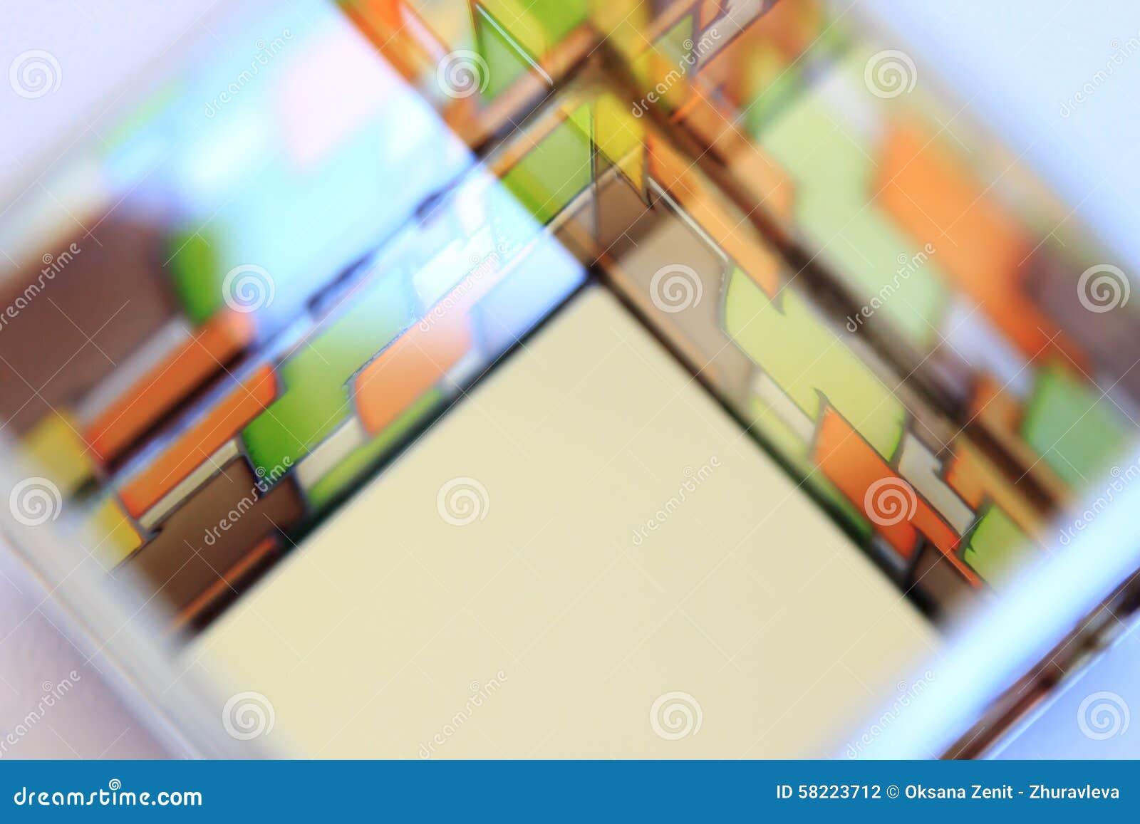 Immagine di una finestra di vetro macchiato multicolore
