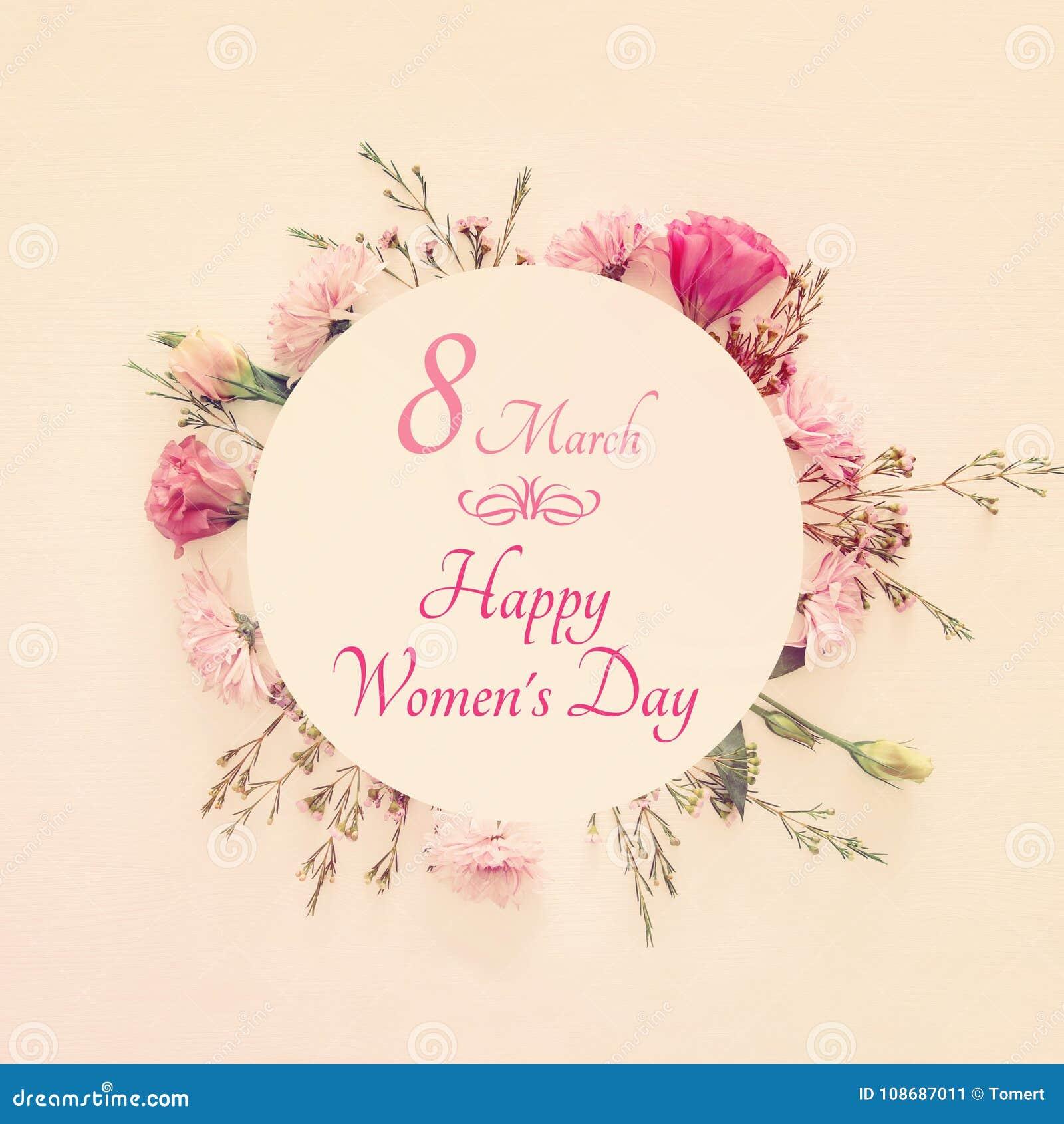 Immagine di women& internazionale x27; concetto di giorno di s con i bei fiori