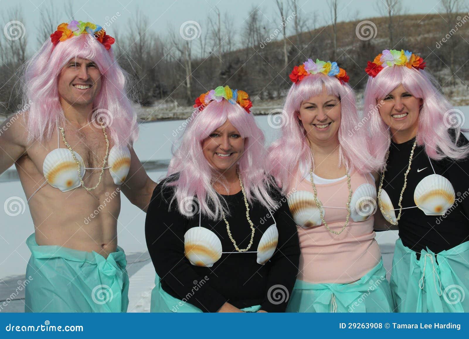 Immersione polare del Nebraska di giochi paraolimpici con i partecipanti costumed