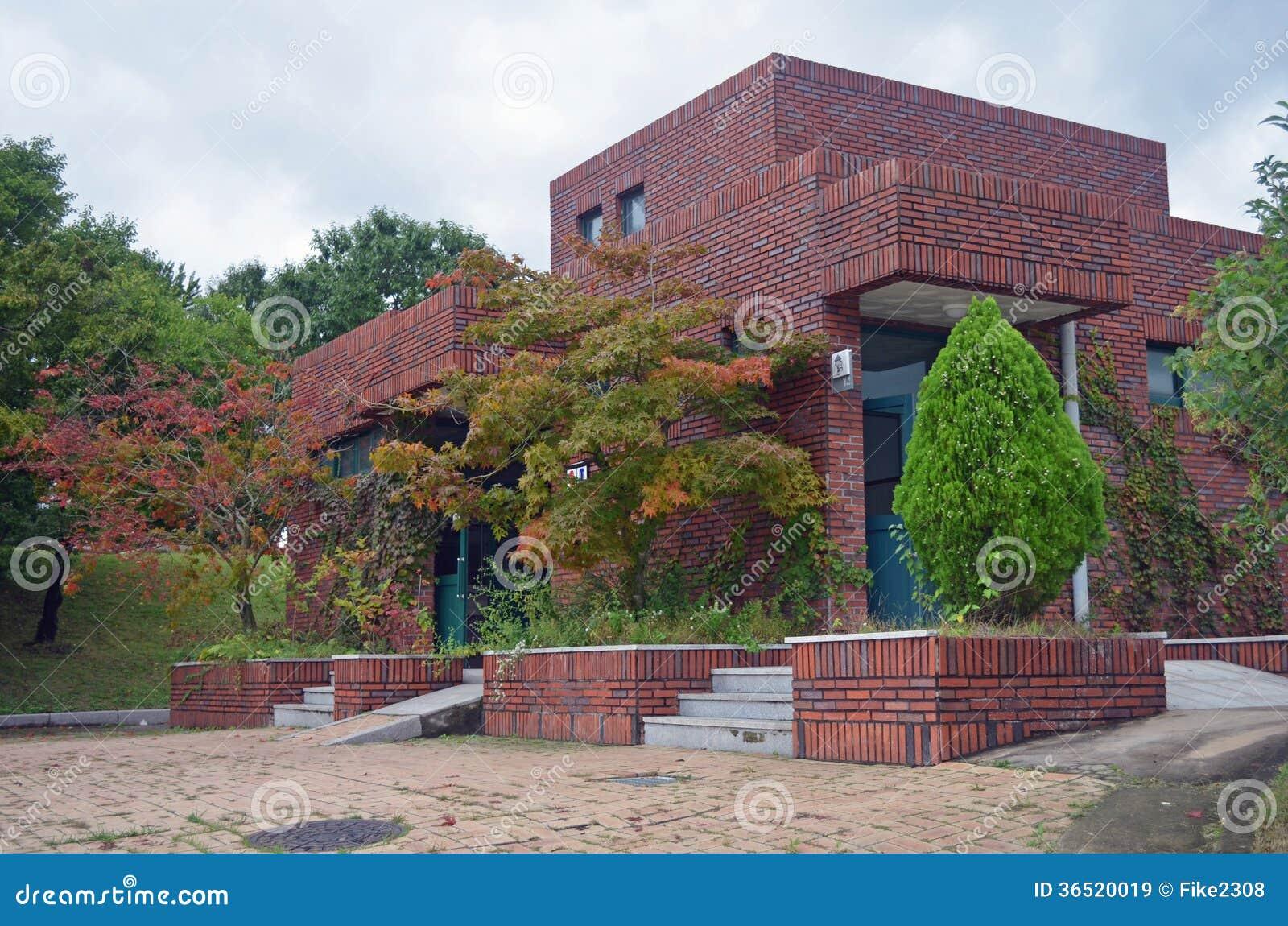 Immeuble de brique rouge