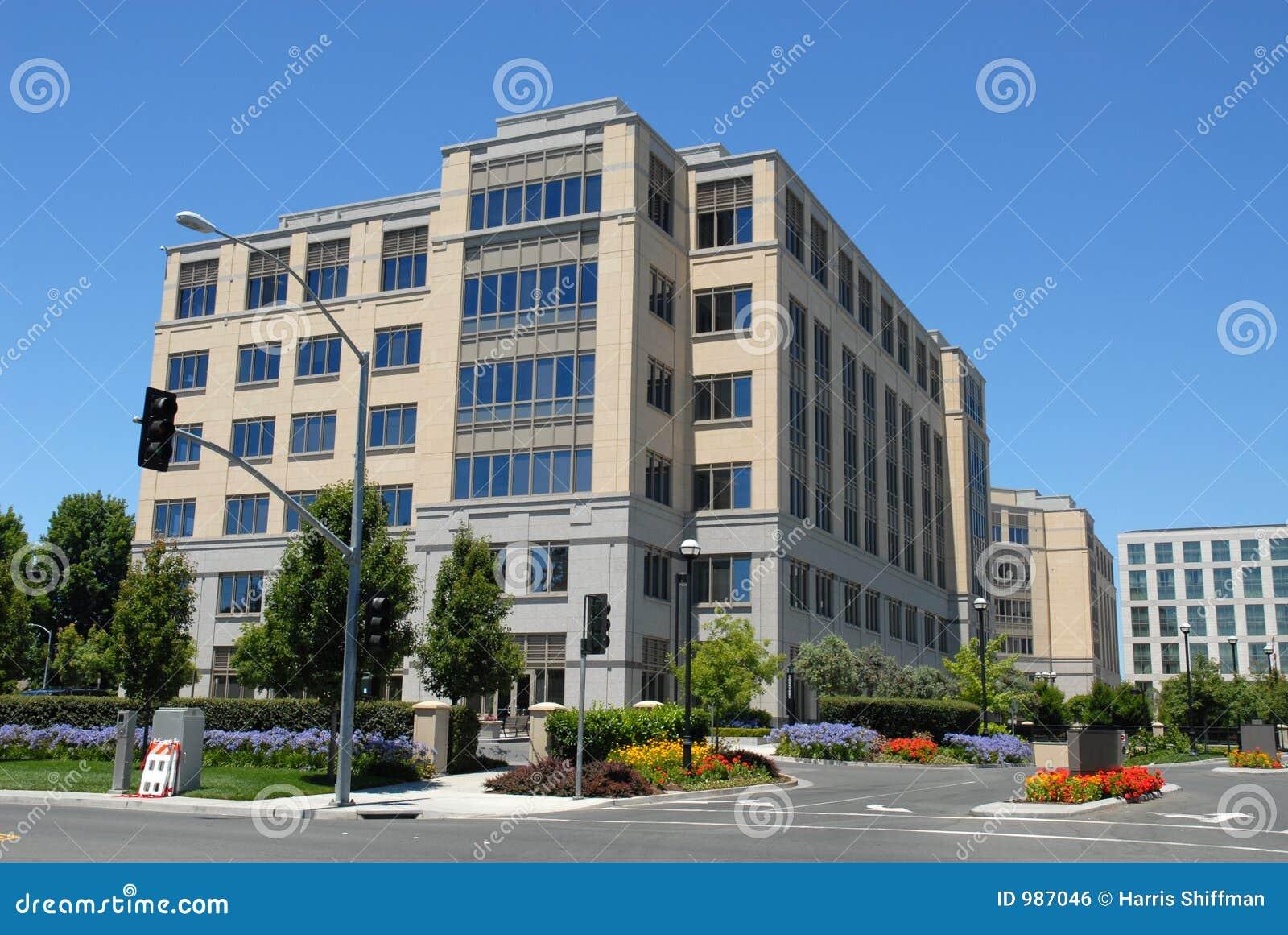 Immeuble de bureaux photo stock image du alto for Immeuble bureau plan
