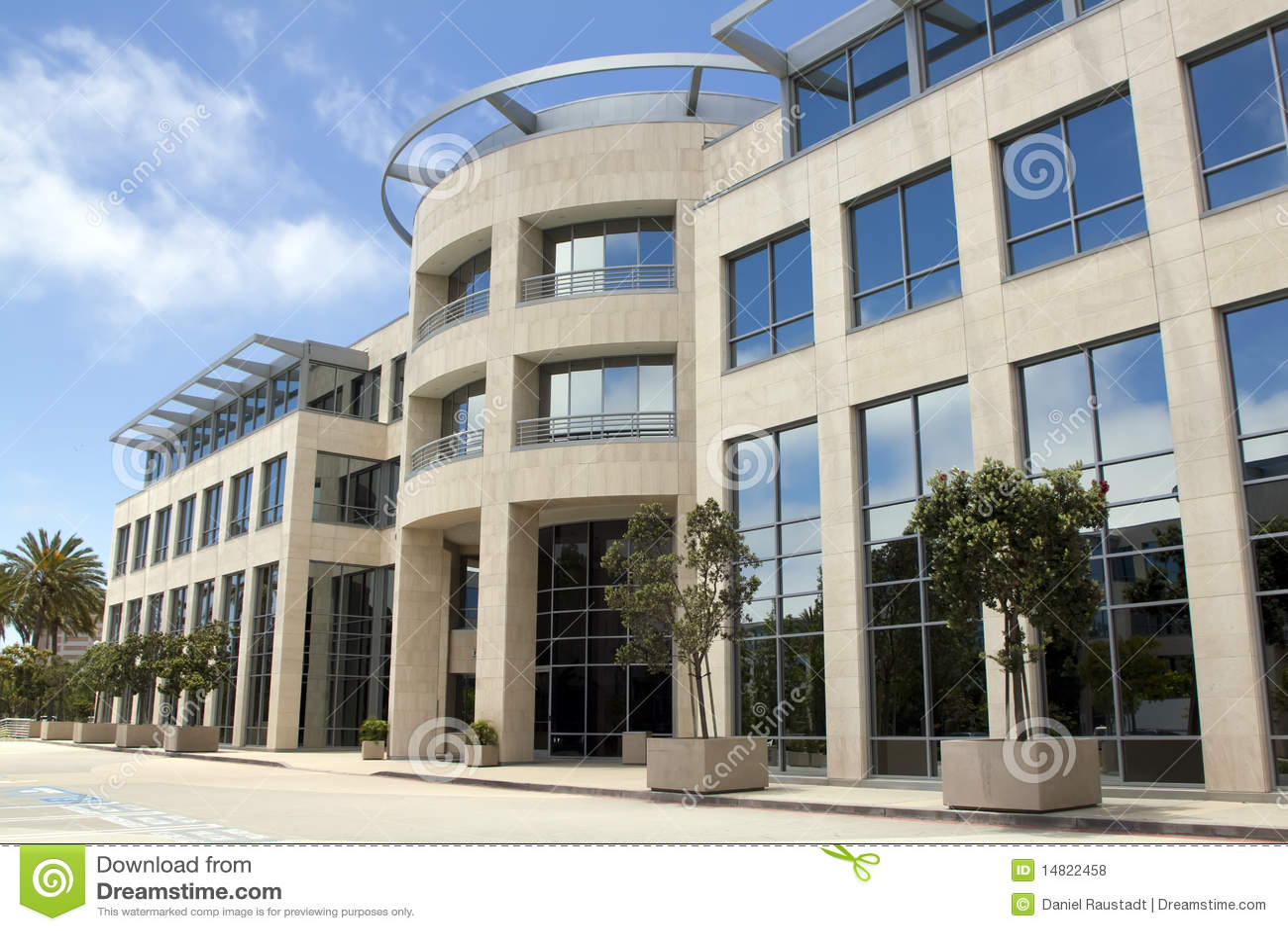 Immeuble de bureaux de corporation moderne photos libres for Immeuble bureau plan