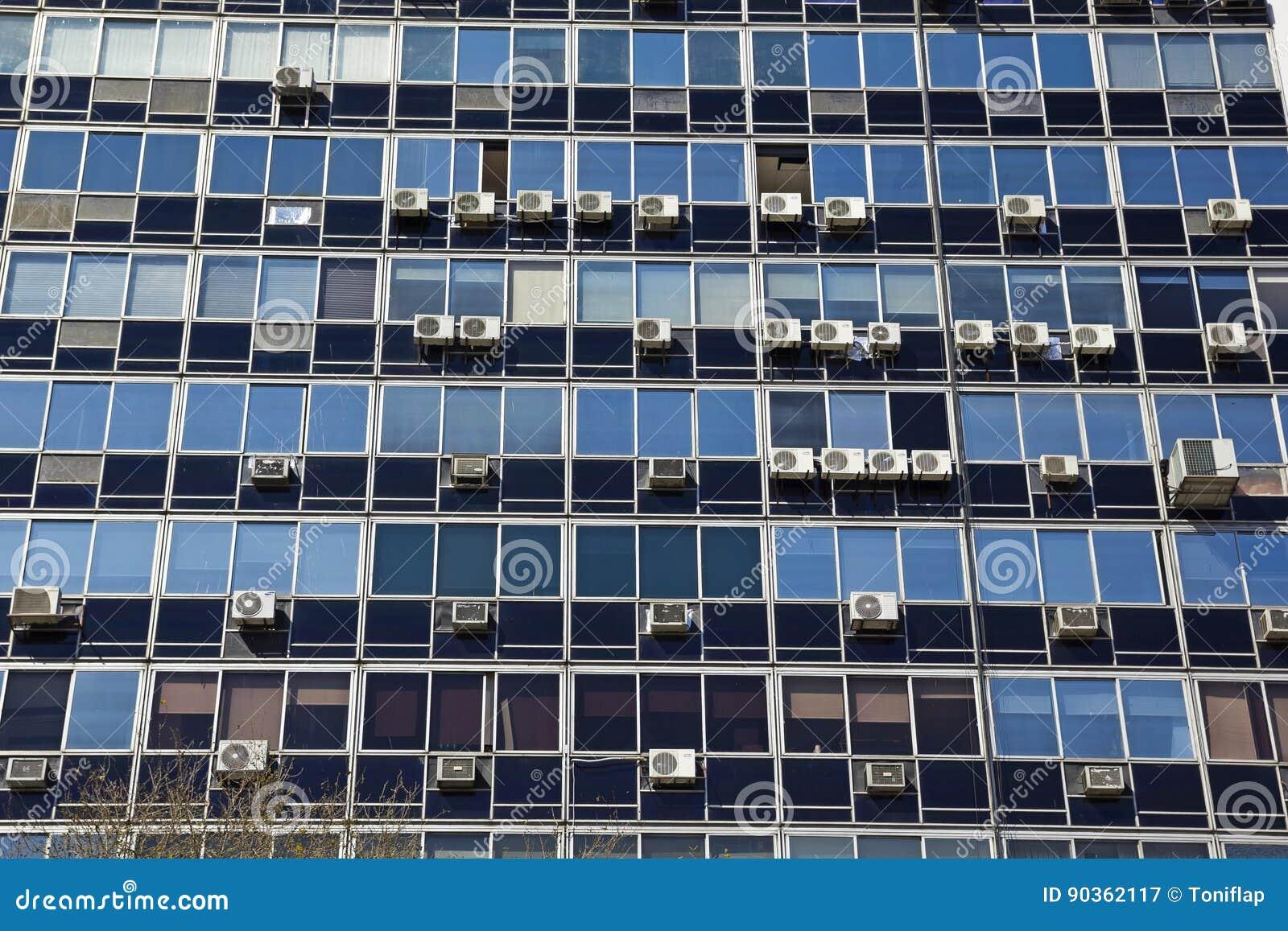 Immeuble de bureaux de façade de plan rapproché image stock