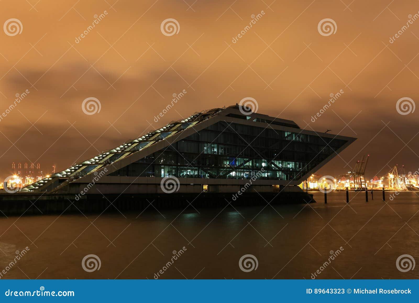 Immeuble de bureaux de quartier des docks photo stock éditorial