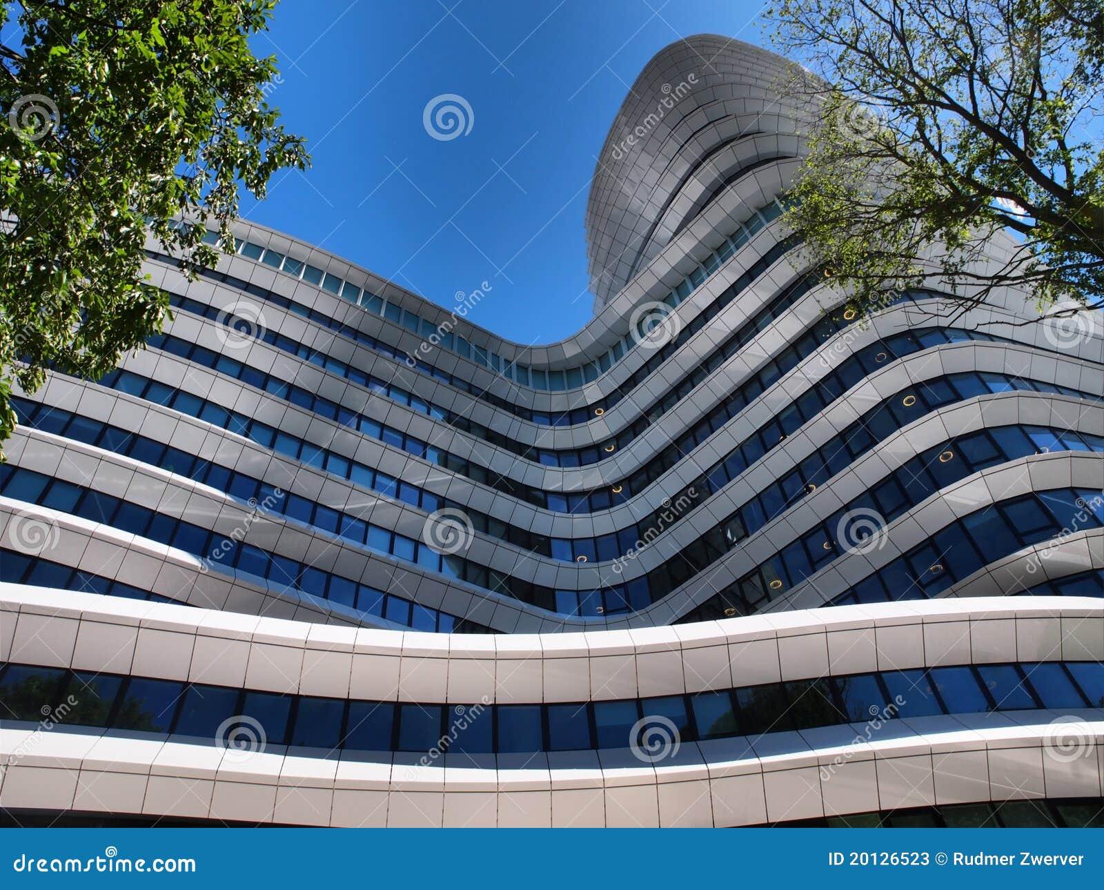 Immeuble de bureaux moderne photos stock image 20126523 for Image immeuble moderne