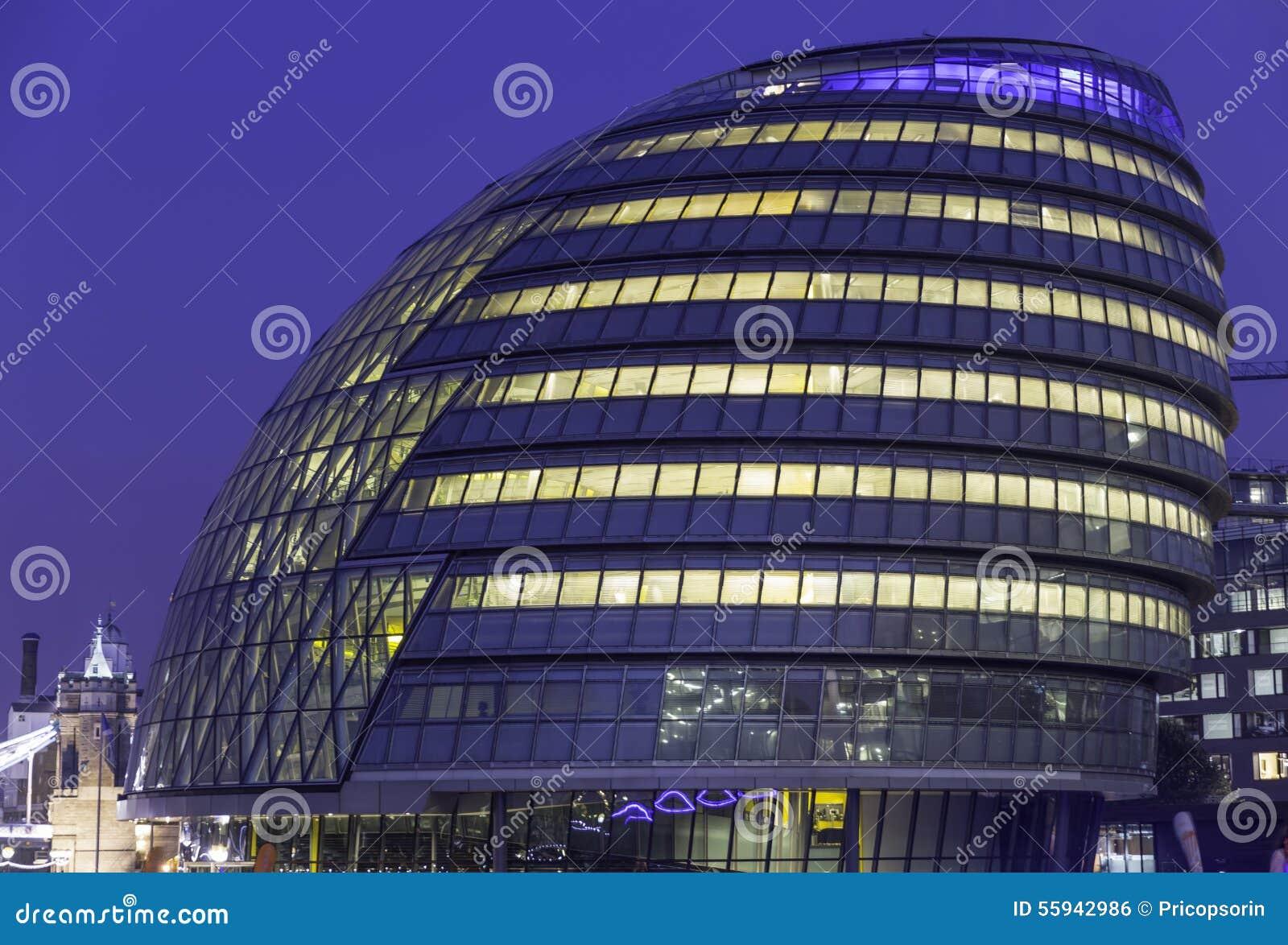 Immeuble de bureaux moderne photo stock image 55942986 for Immeuble bureau moderne