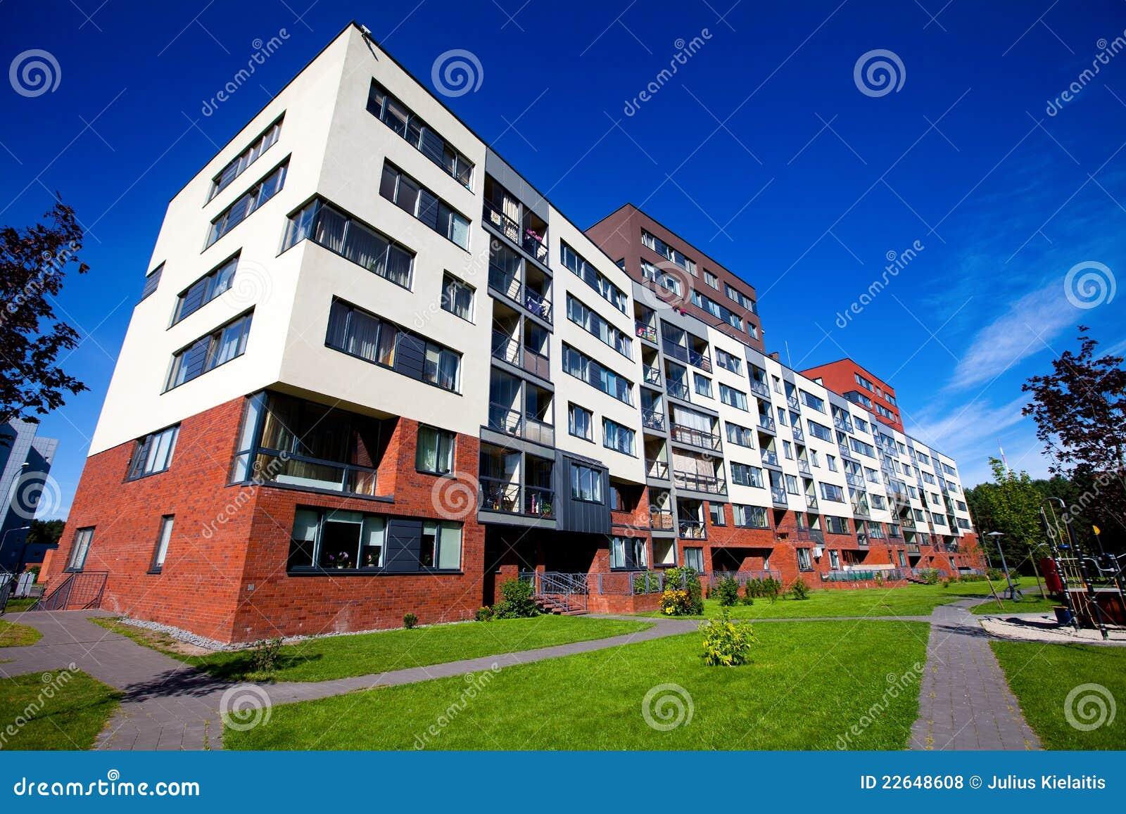 Immeuble moderne et neuf photos libres de droits image for Image immeuble moderne