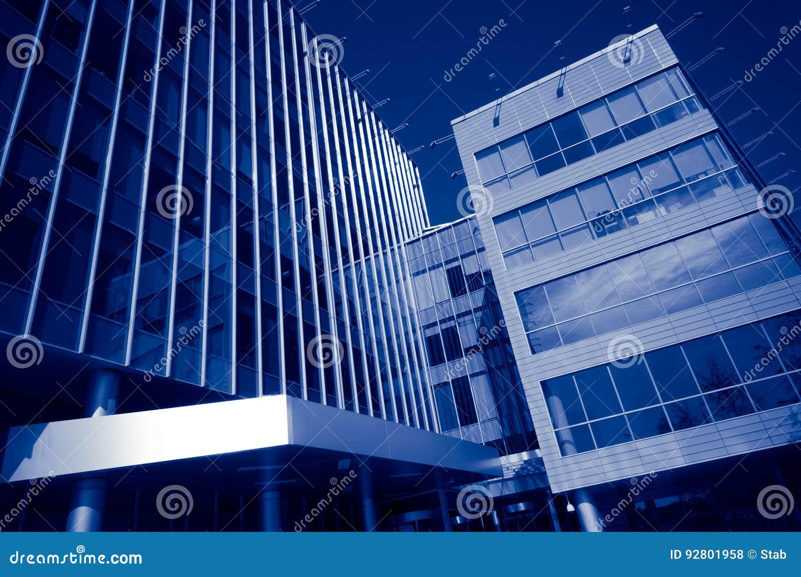 Immeubles de bureaux modernes photo stock image du métal district