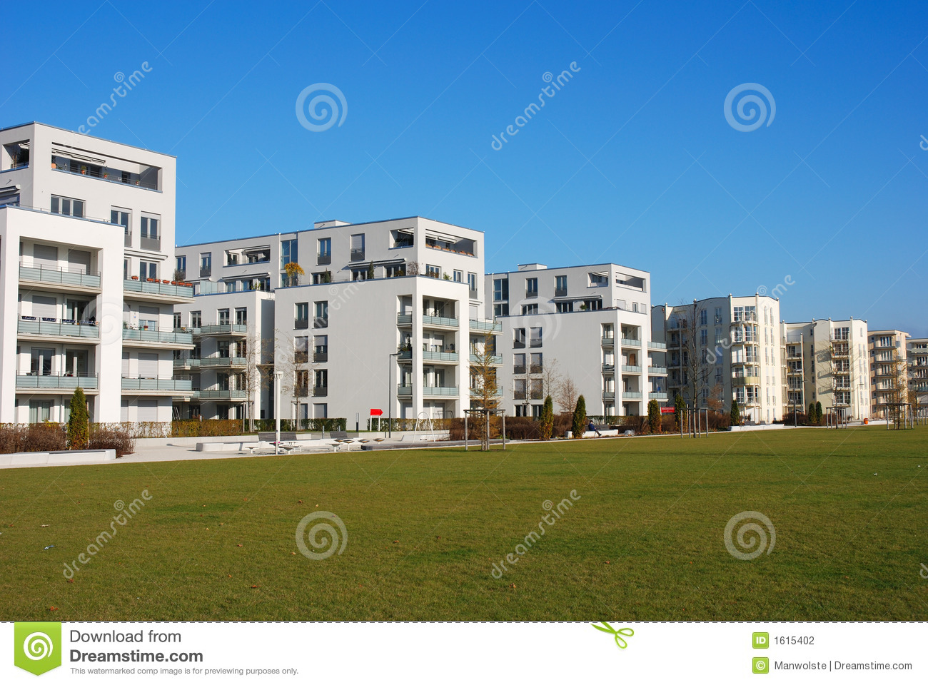 Immeubles modernes photographie stock image 1615402 for Image immeuble moderne