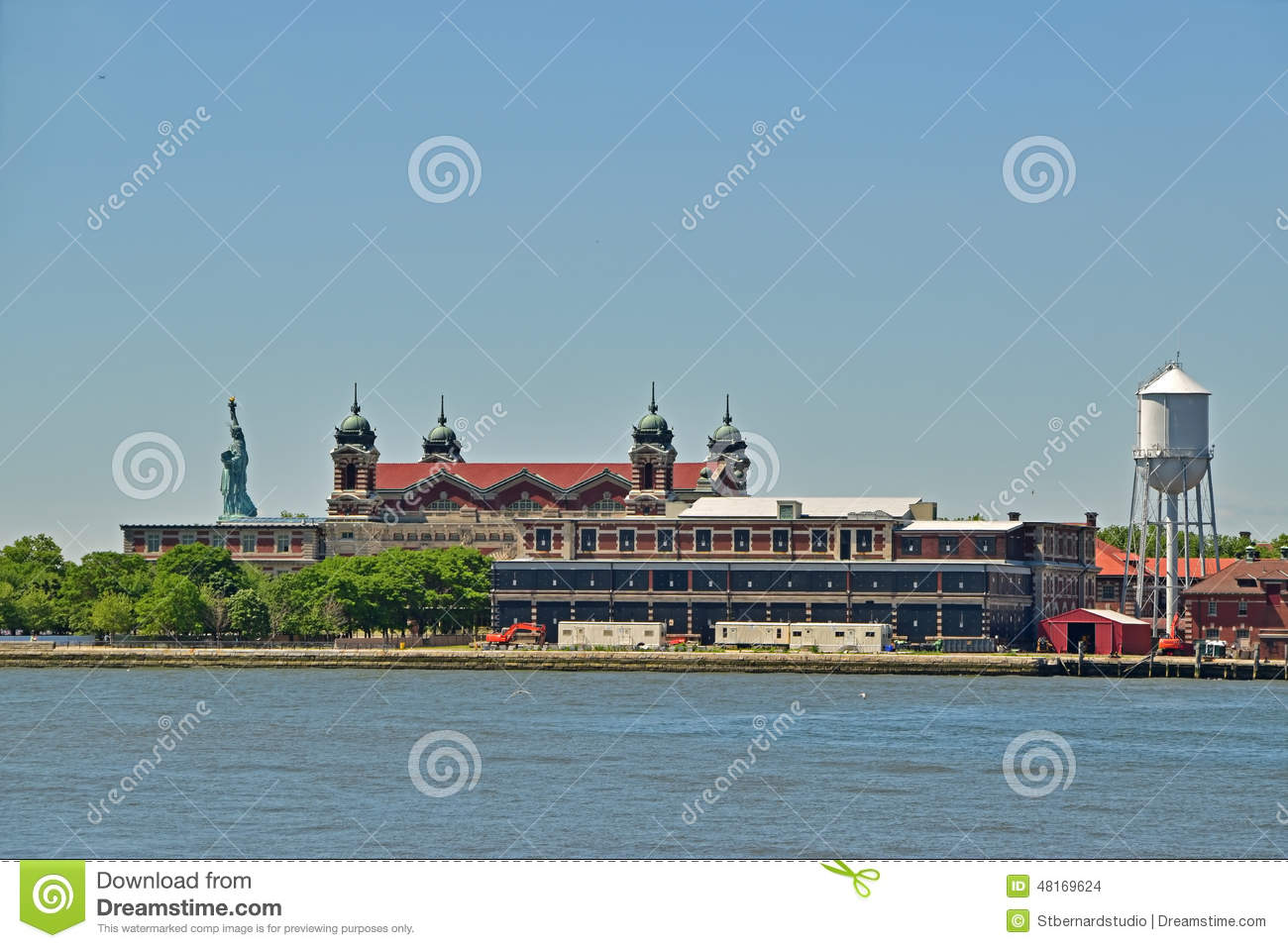 Immigration Museum On Ellis Island With Statue Of Liberty Behind ...