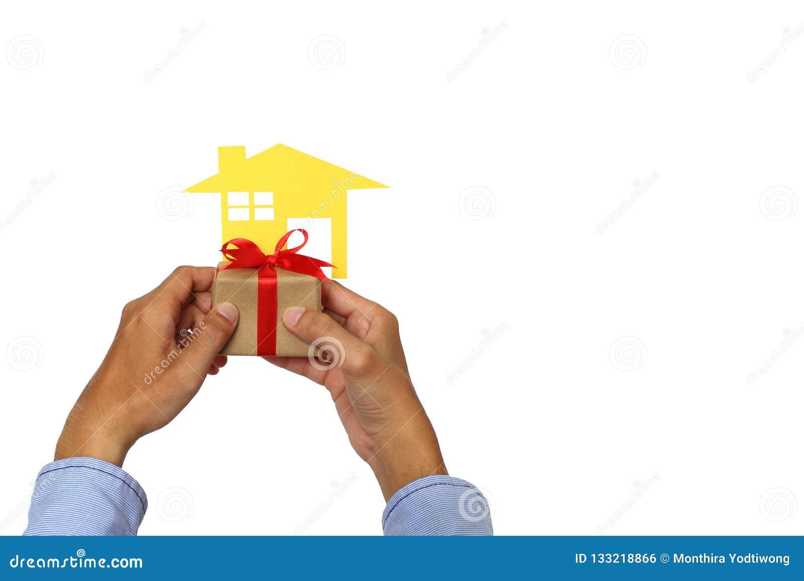 Immobilien und Geschenkneues Hauptkonzept, Geschäftsmannhand, die b hält