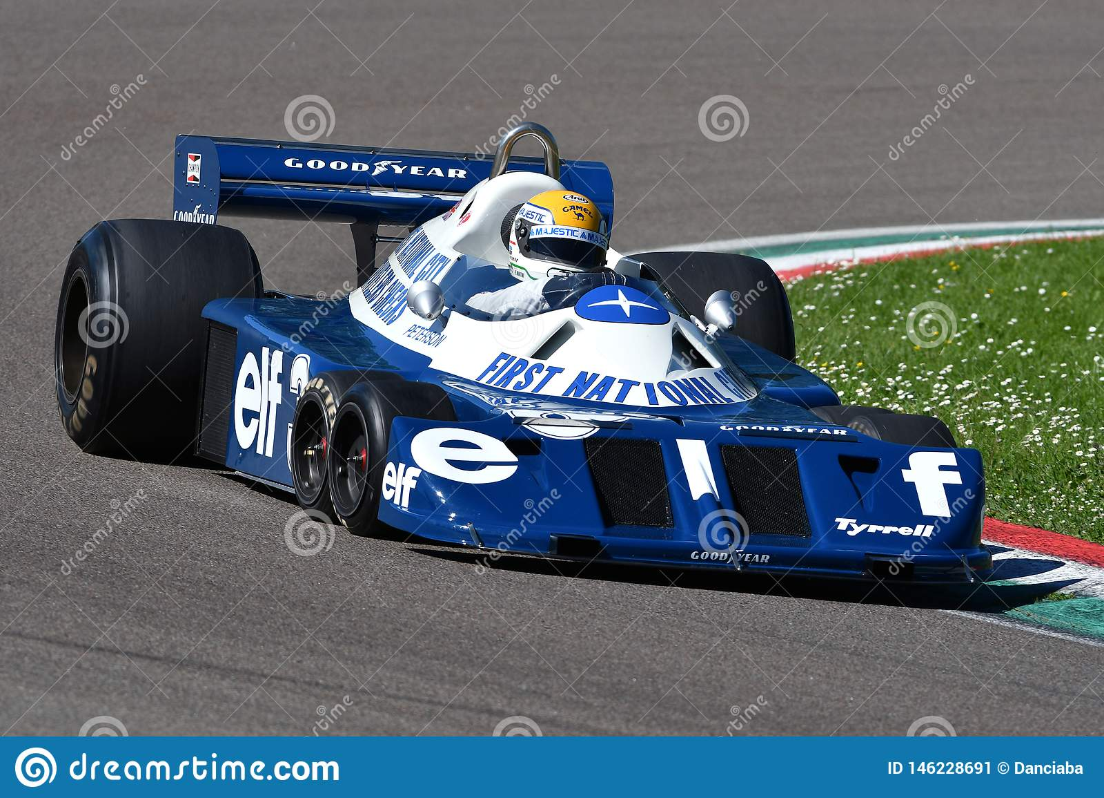 Imola, el 27 de abril de 2019: 1976 F1 hist?ricos Tyrrell P34 ex Ronnie Peterson conducido por Pierluigi Martini en la acci?n