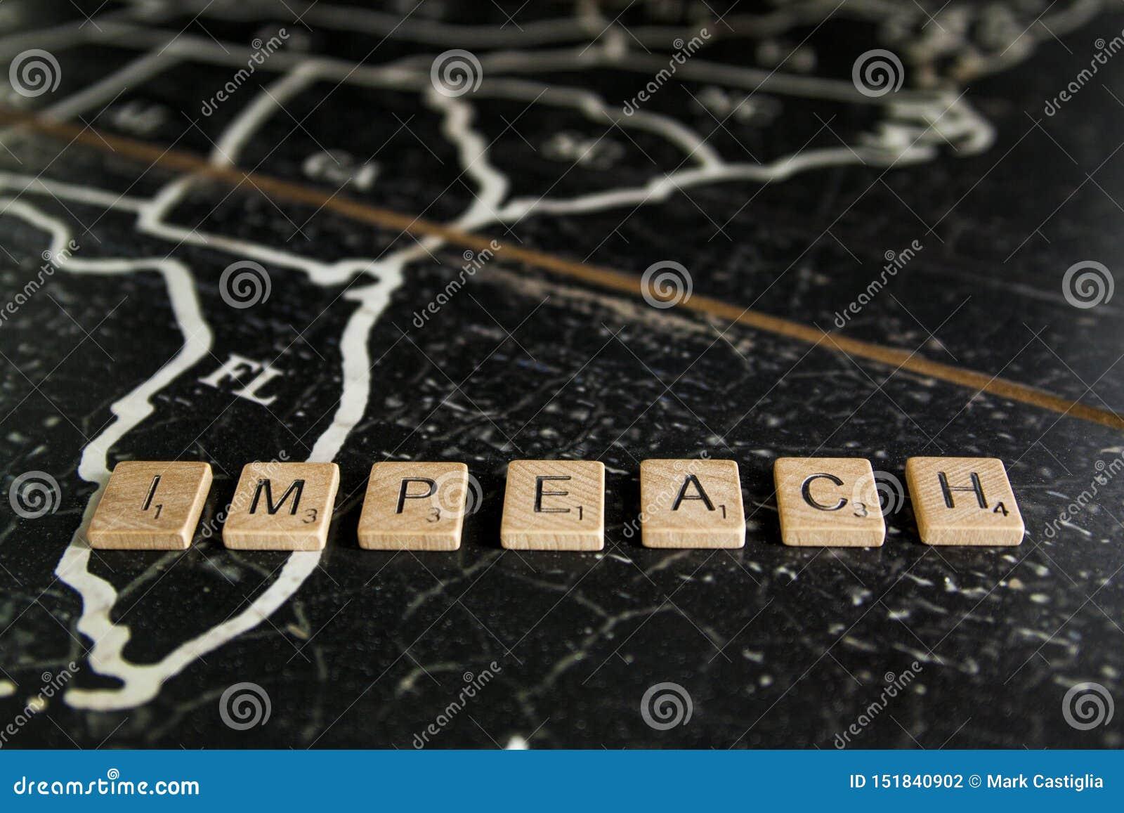 Impeach deletreó con las tejas en el mapa de Estados Unidos