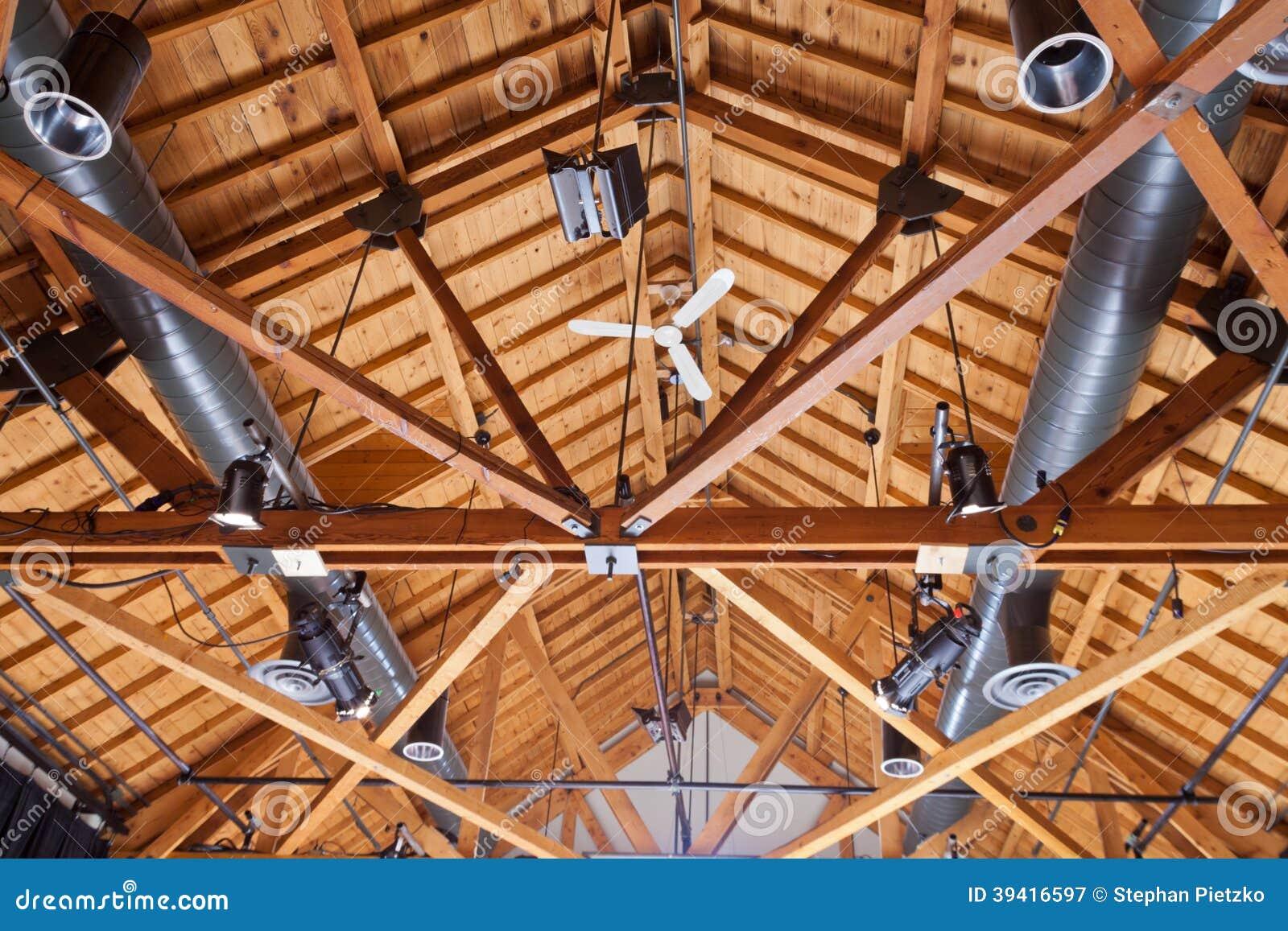 Impianto di illuminazione della condotta del soffitto della casa in