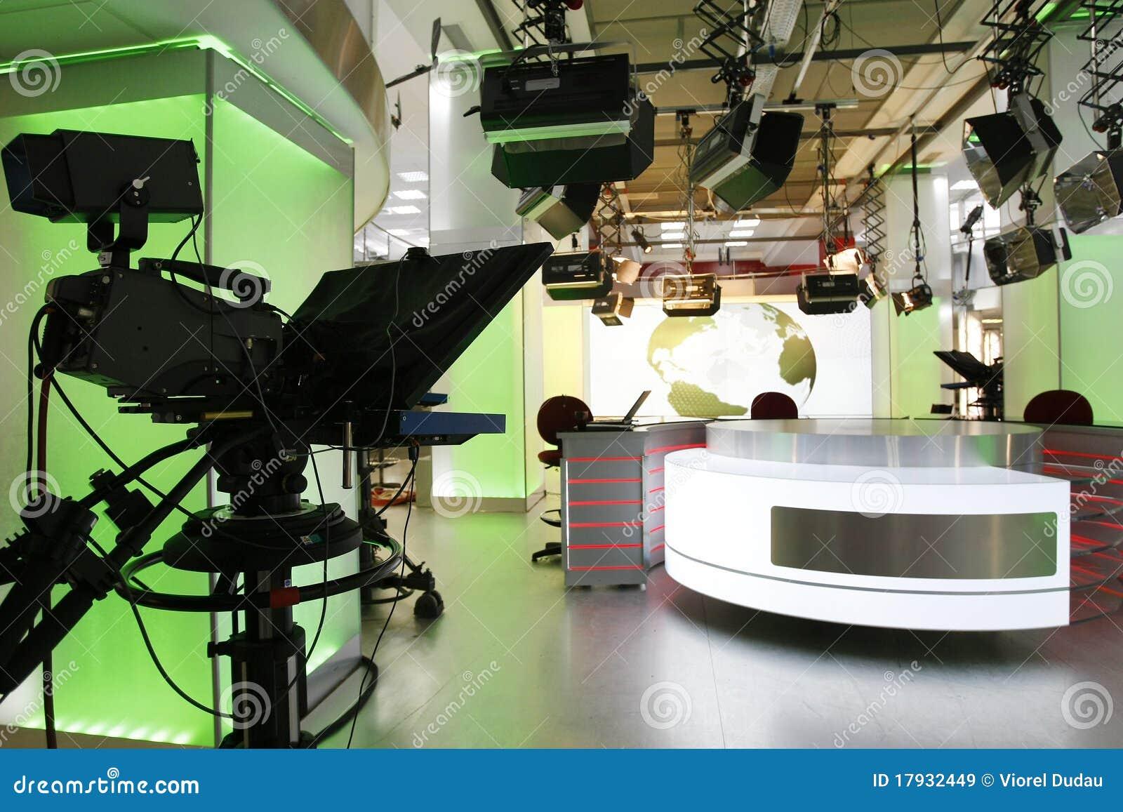 Impostazione dello studio di notizie della TV