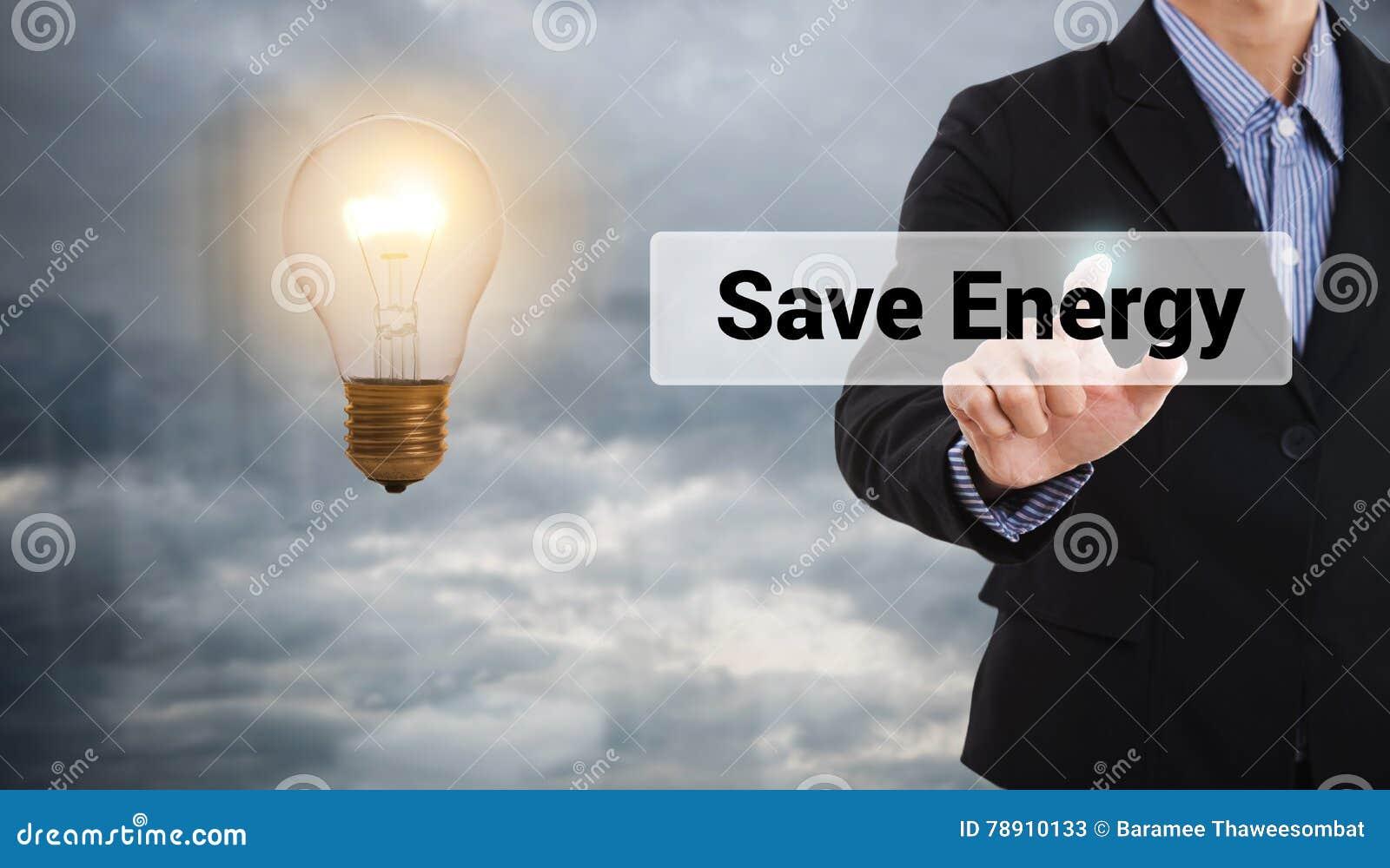 Imprensa do homem de negócios a energia das economias do botão, ampola