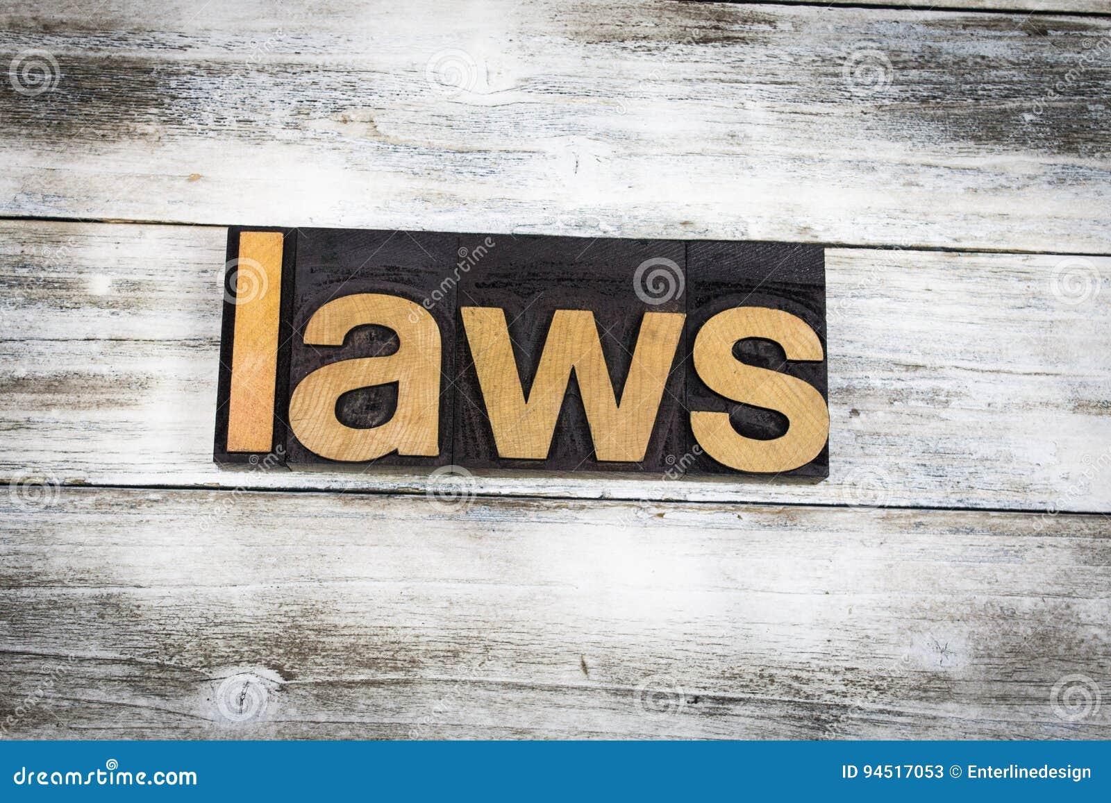 Impression typographique Word de lois sur le fond en bois