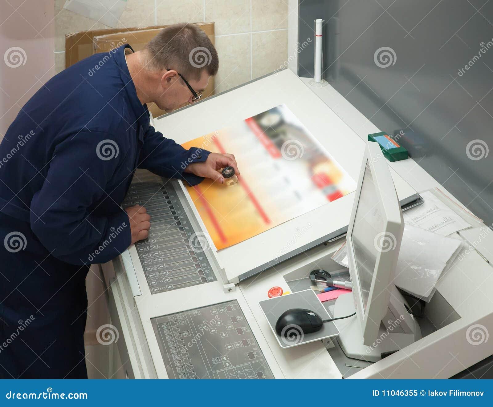Impressora que verific um funcionamento da cópia