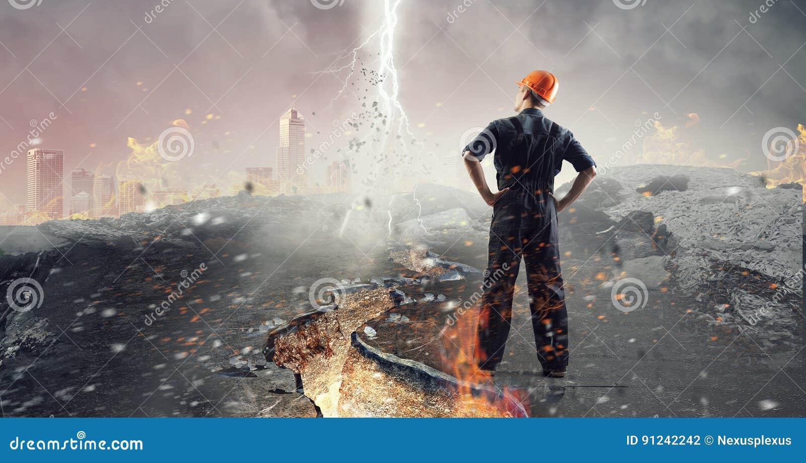 Inżyniera mężczyzna viewing pejzaż miejski