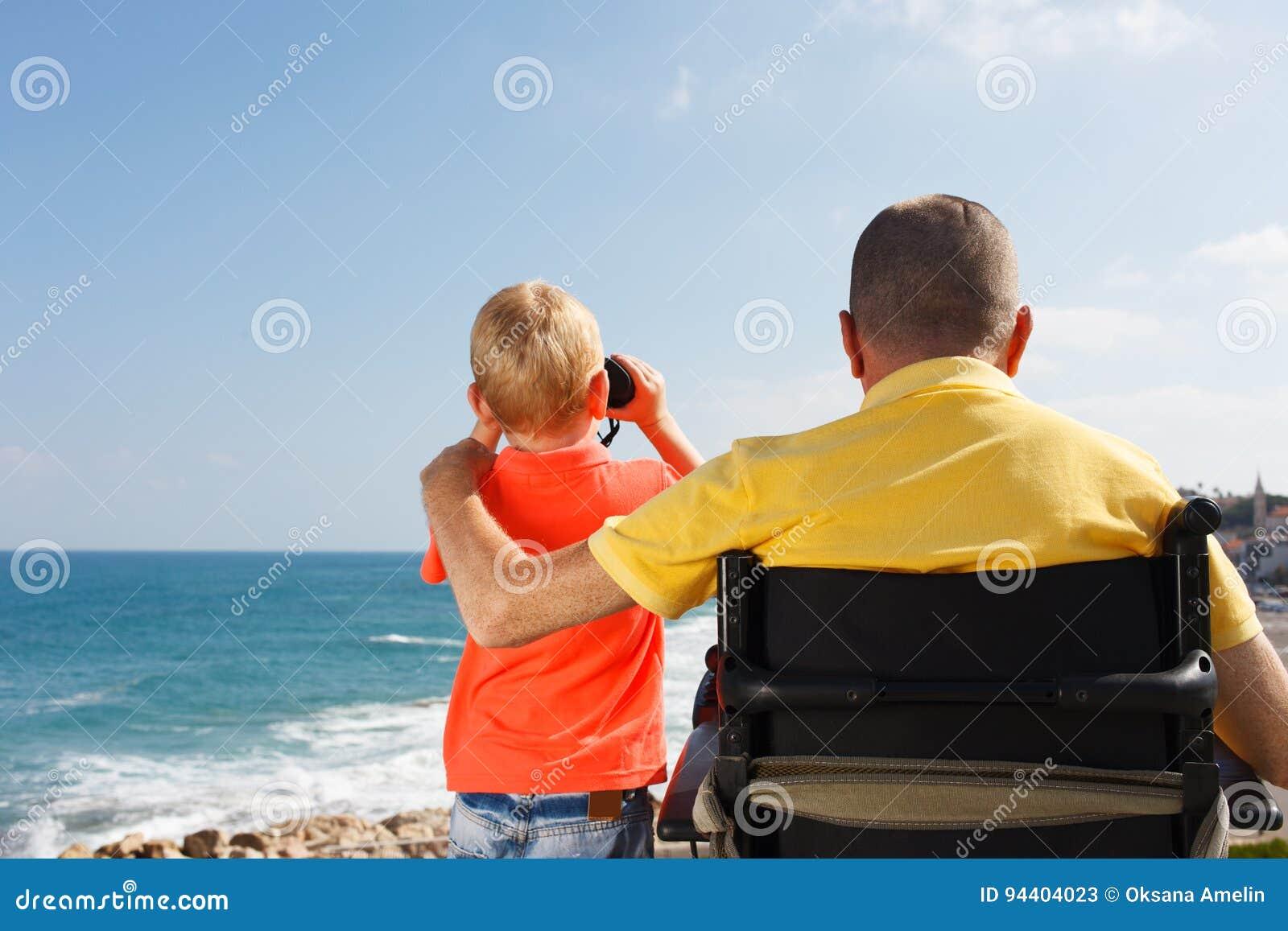 Inaktiverade fader- och sonlek med binokulärt