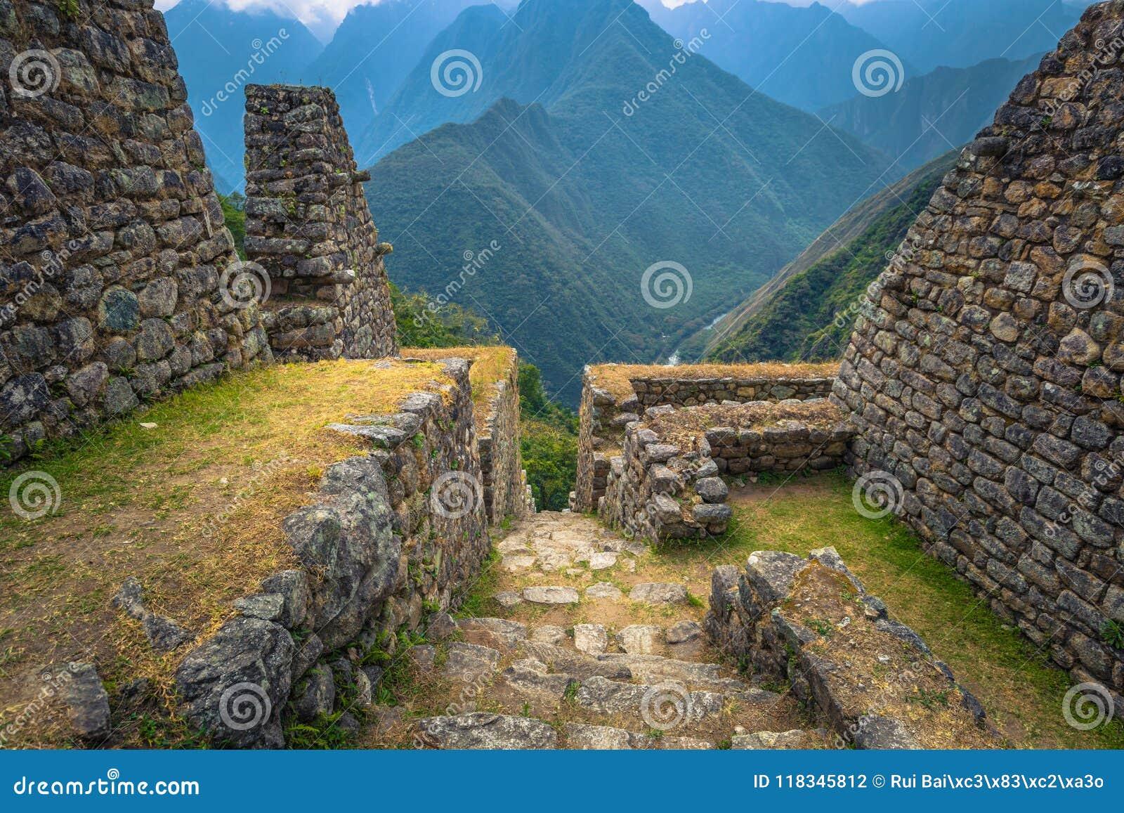 Inca Trail Peru - Augusti 03, 2017: Forntida fördärvar av Winay Wayna