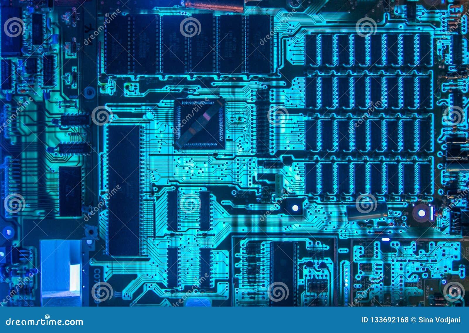 Incandescência do close up das microplaquetas do cartão-matriz do computador