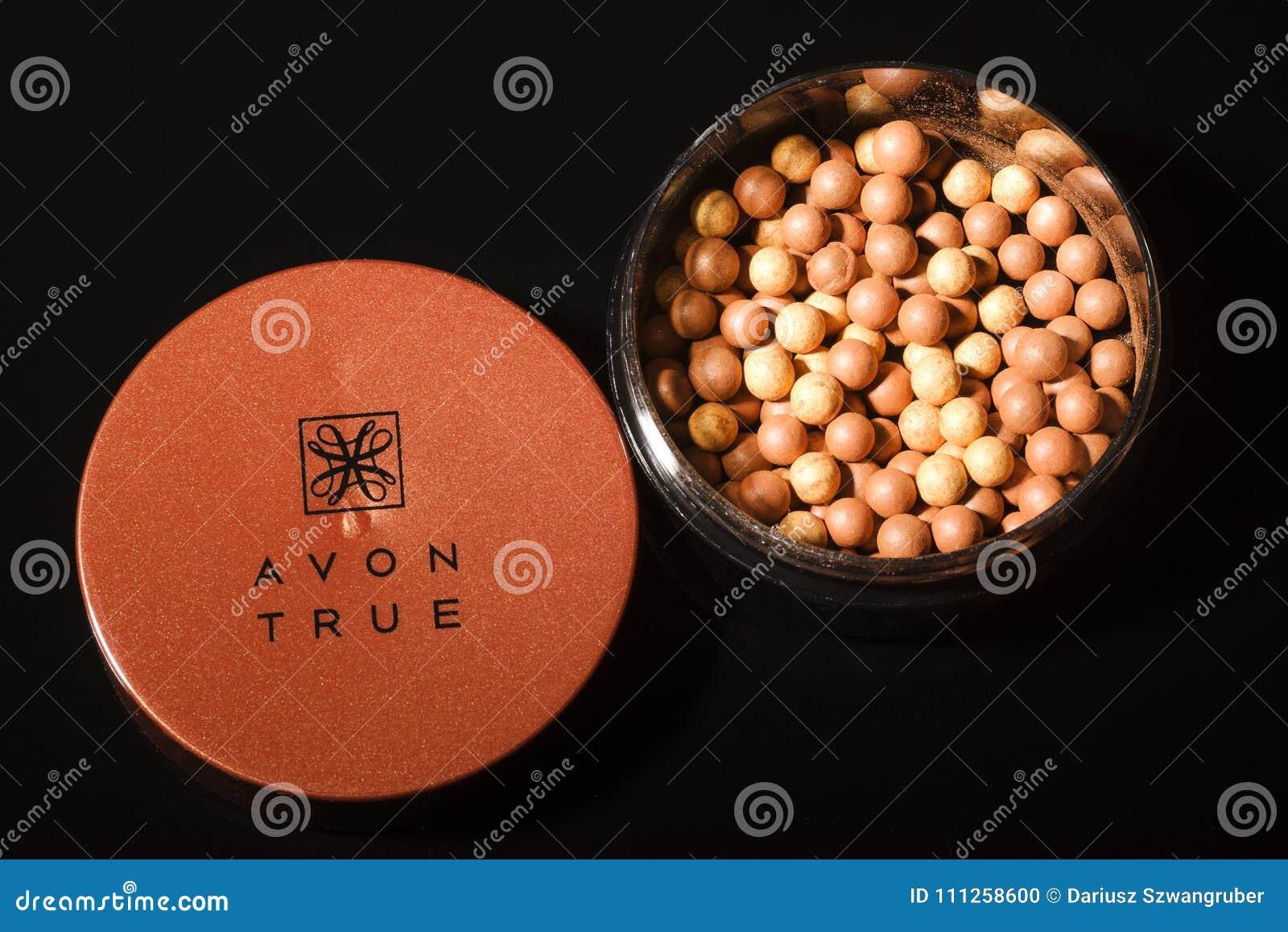 Incandescenza di Avon che bronza le perle isolate su fondo scuro