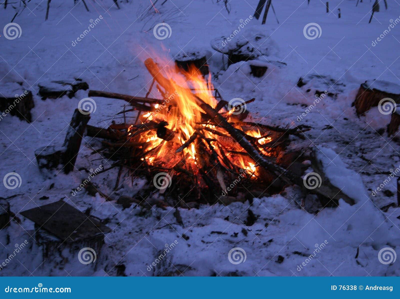 Incendie de camp de l hiver