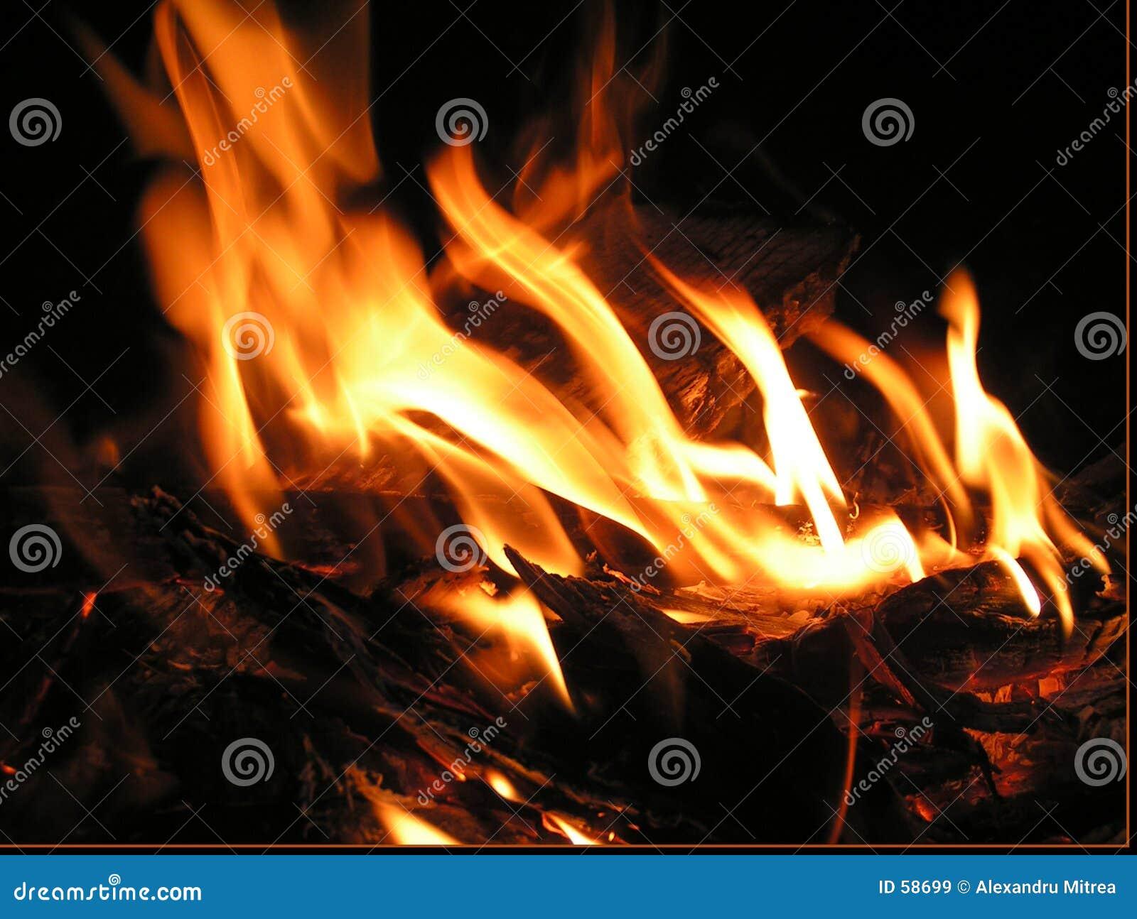 Download Incendie la nuit image stock. Image du ondes, foncé, chaud - 58699