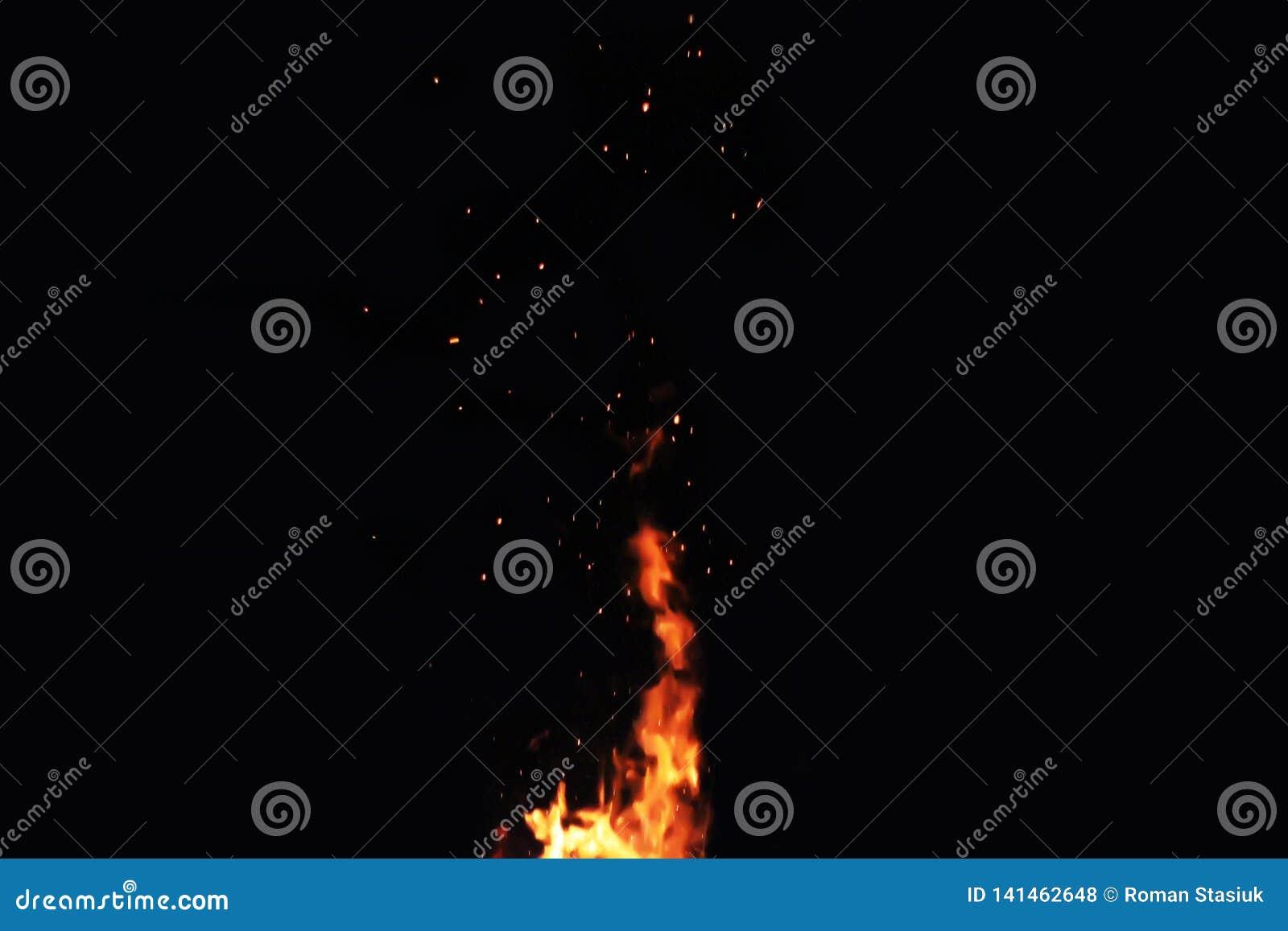 Incendie sur un fond noir