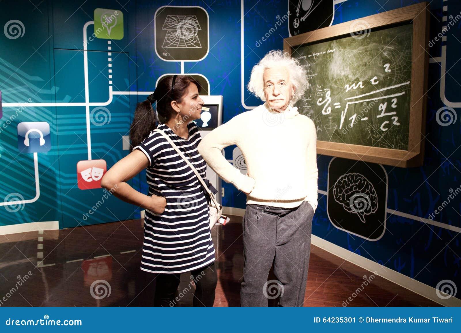 Inceri la statua di Albert Einstein ai tussauds Londra di signora