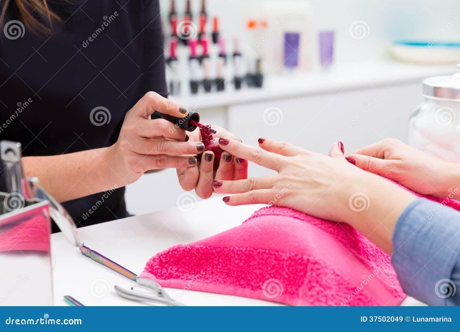 Inchiodi lo smalto di colore della pittura della donna del for Pittura salone