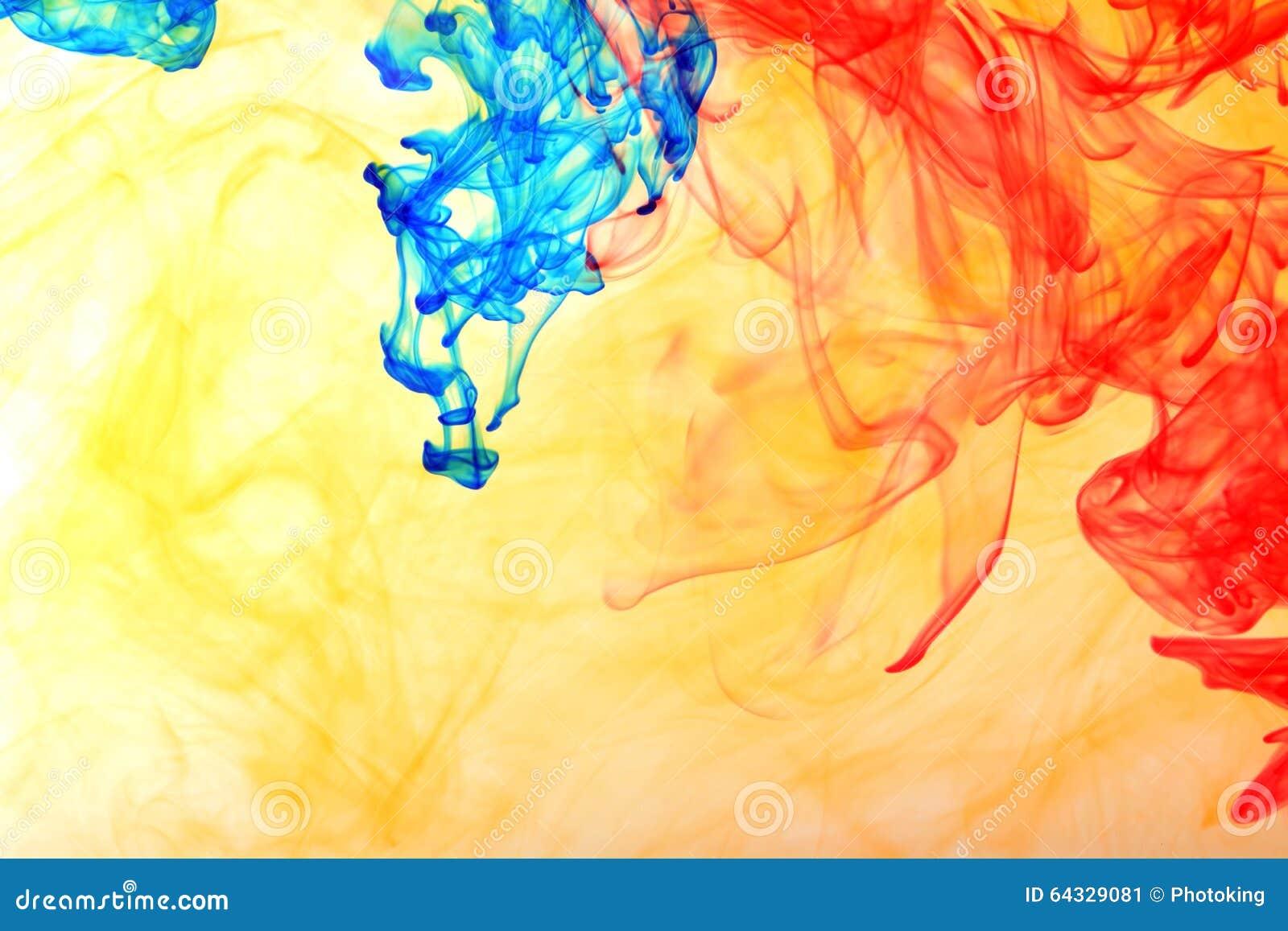 Inchiostro dell arcobaleno nell acqua