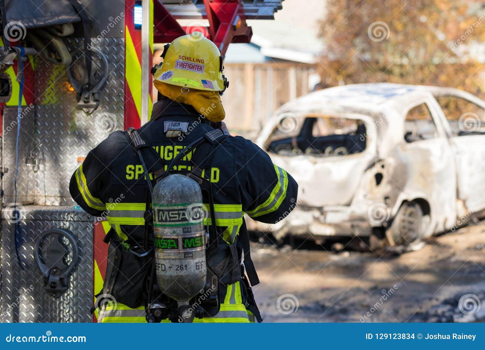 Incidente del pistolero del incendio provocado en Springfield Oregon el 27 de octubre