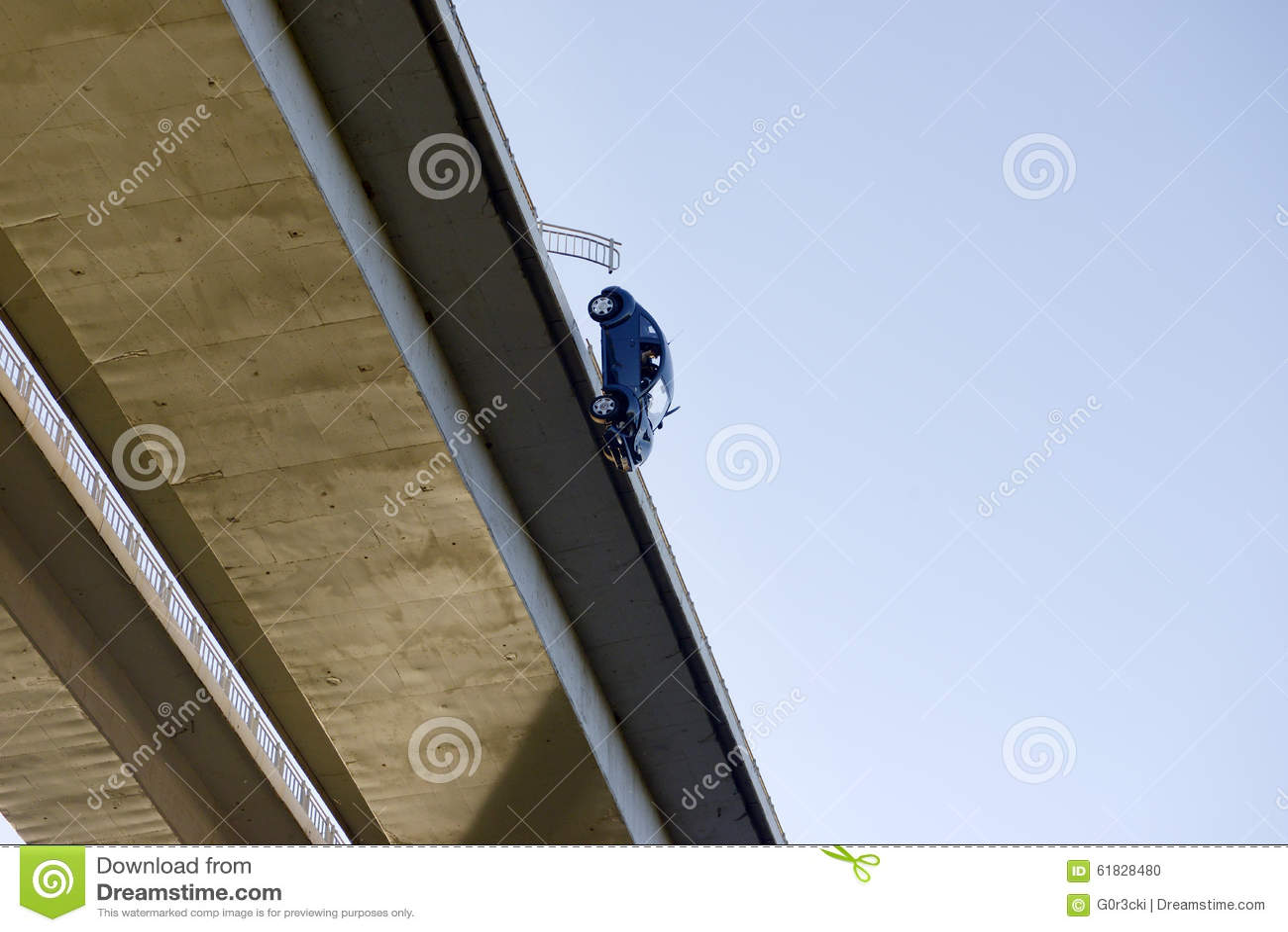 Incidente stradale, cadente dal ponte, romanzo, realtà