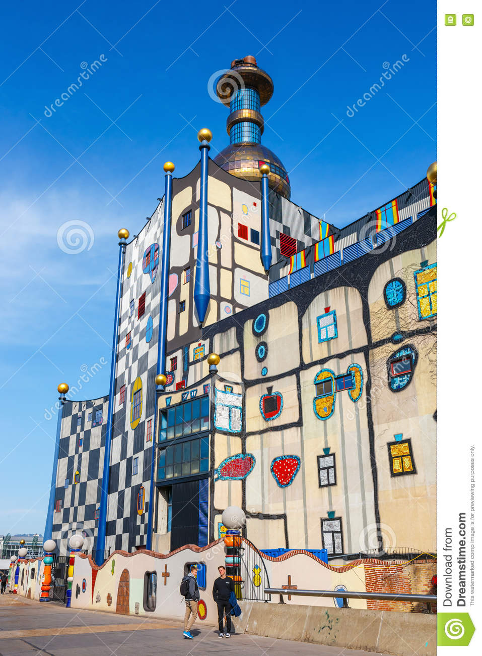 Incineration plant in vienna built by architect for Architecture hundertwasser