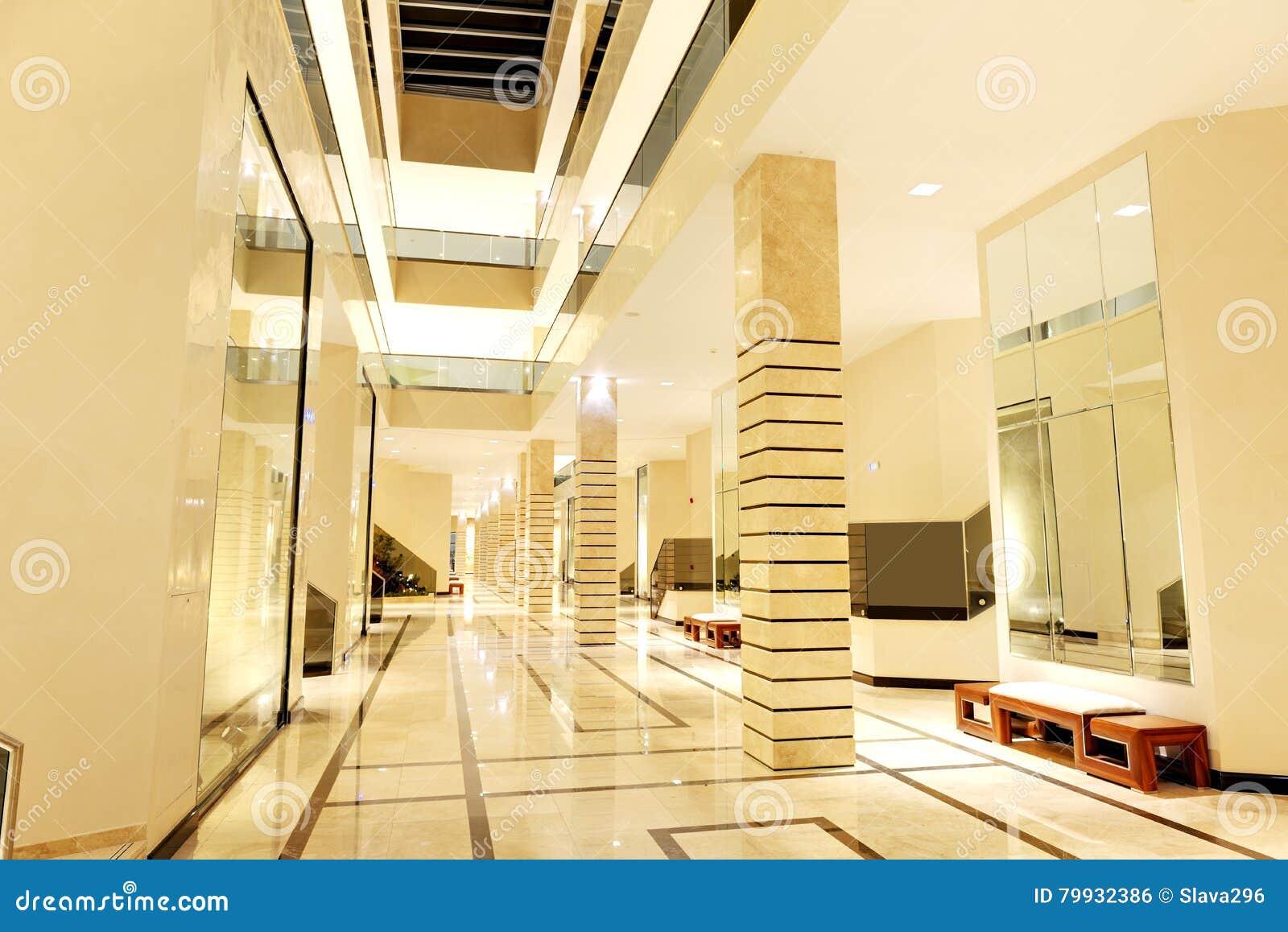 Hotel Di Lusso Interni : Interno di un appartamento di hotel di lusso con luce solare