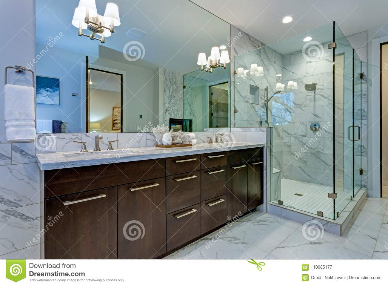 Incredible Master Bathroom With Carrara Marble Tile Surround Stock Image Image Of Floor American 110985177