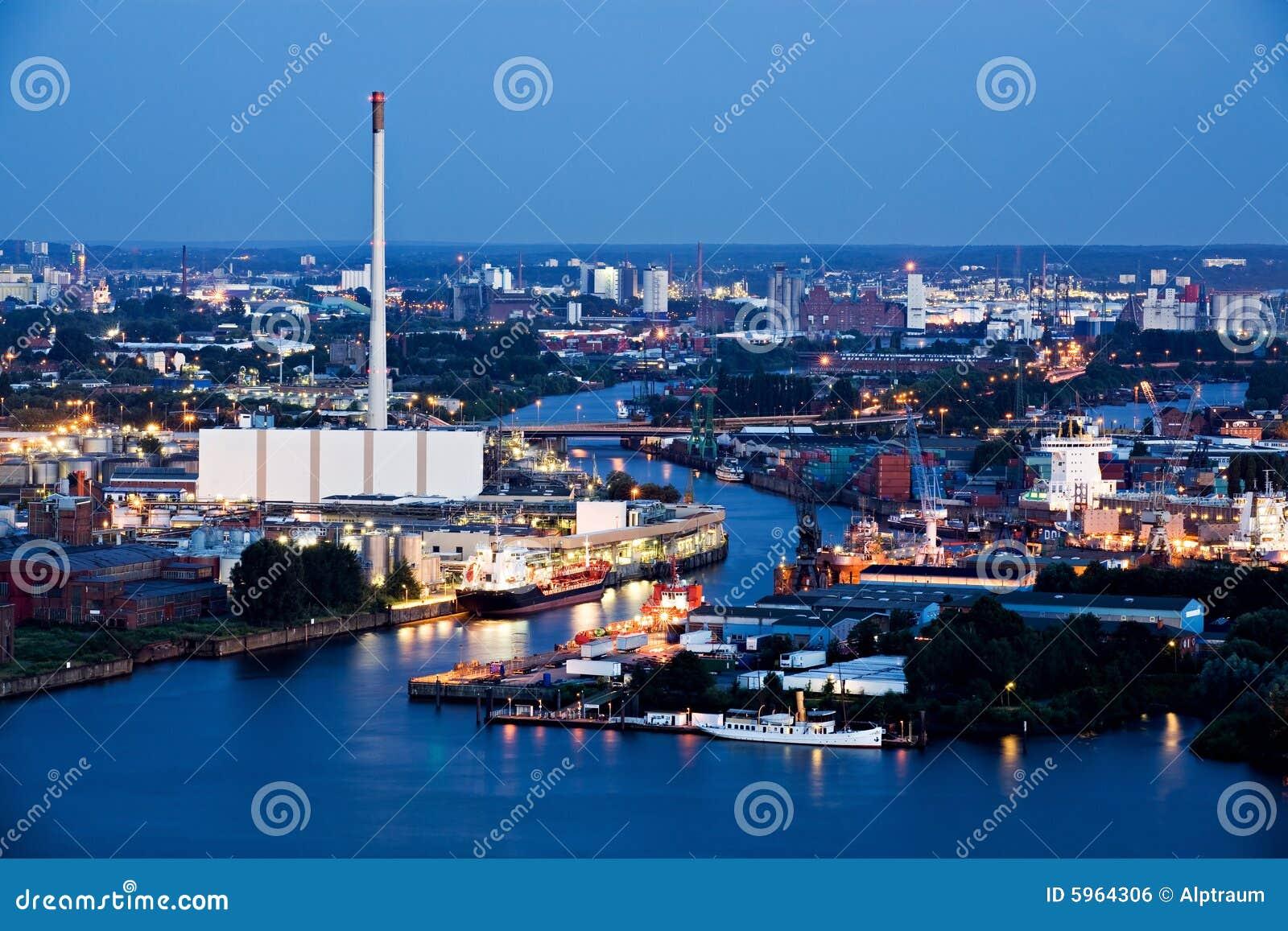 Indústria e noite do porto