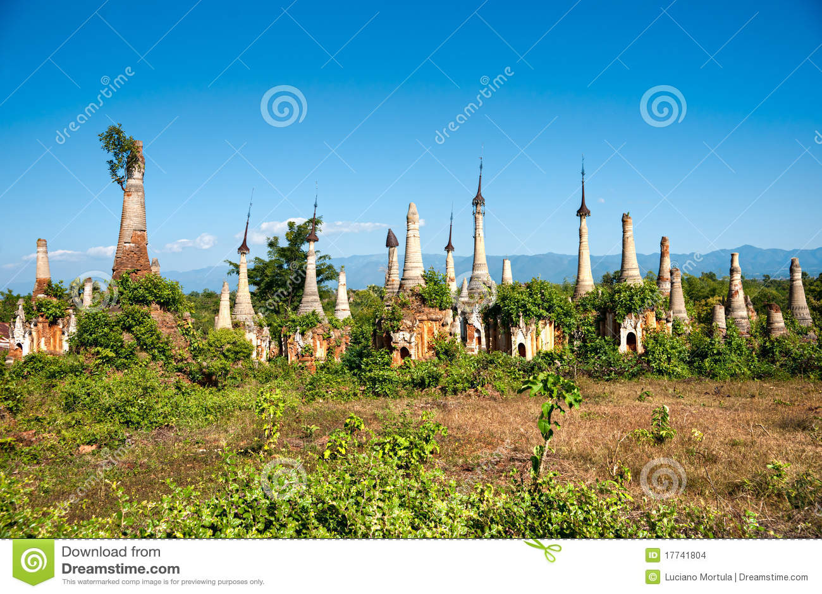 Shwe Indein Pagoda In Inle Lake, Shan State, Myanmar Stock Photo ...