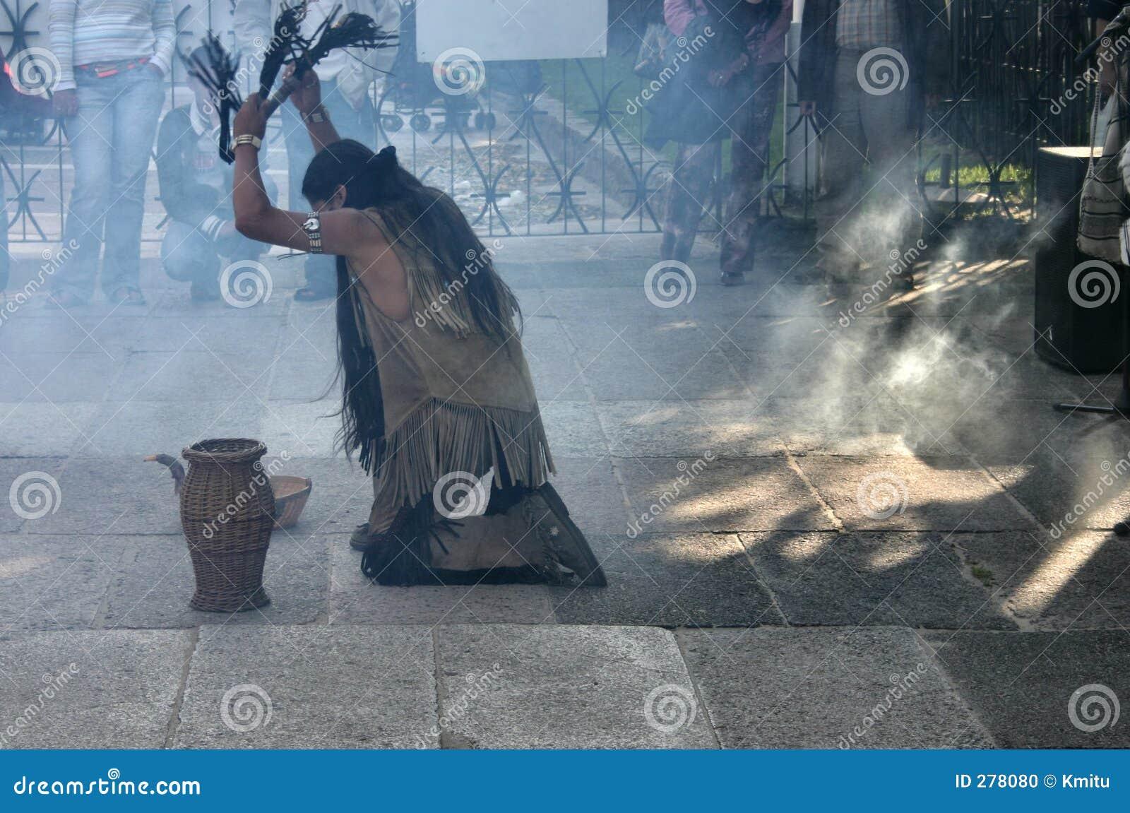 Indiërs die een rituele dans #2 doen