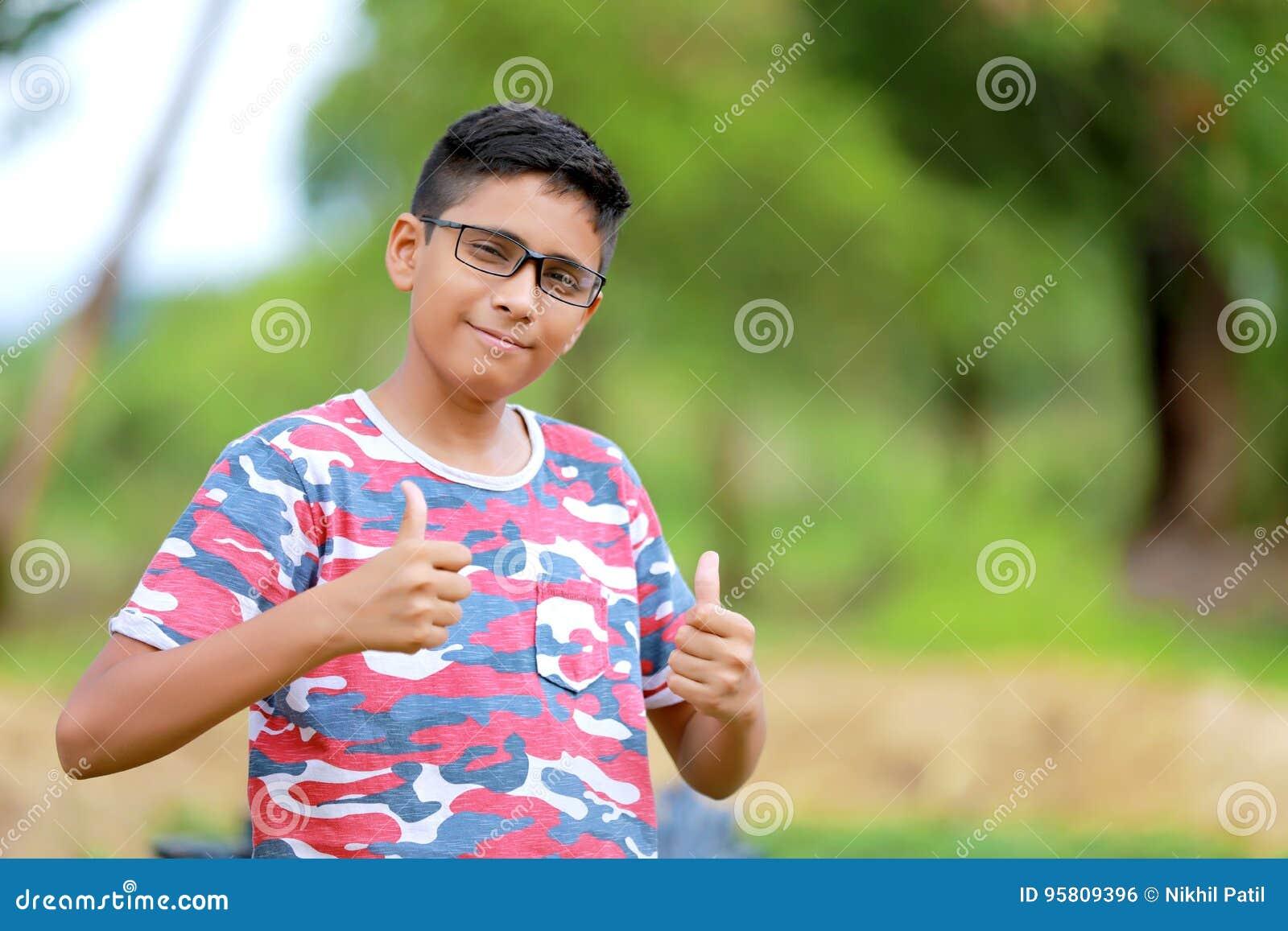 Indiański dziecko na eyeglass