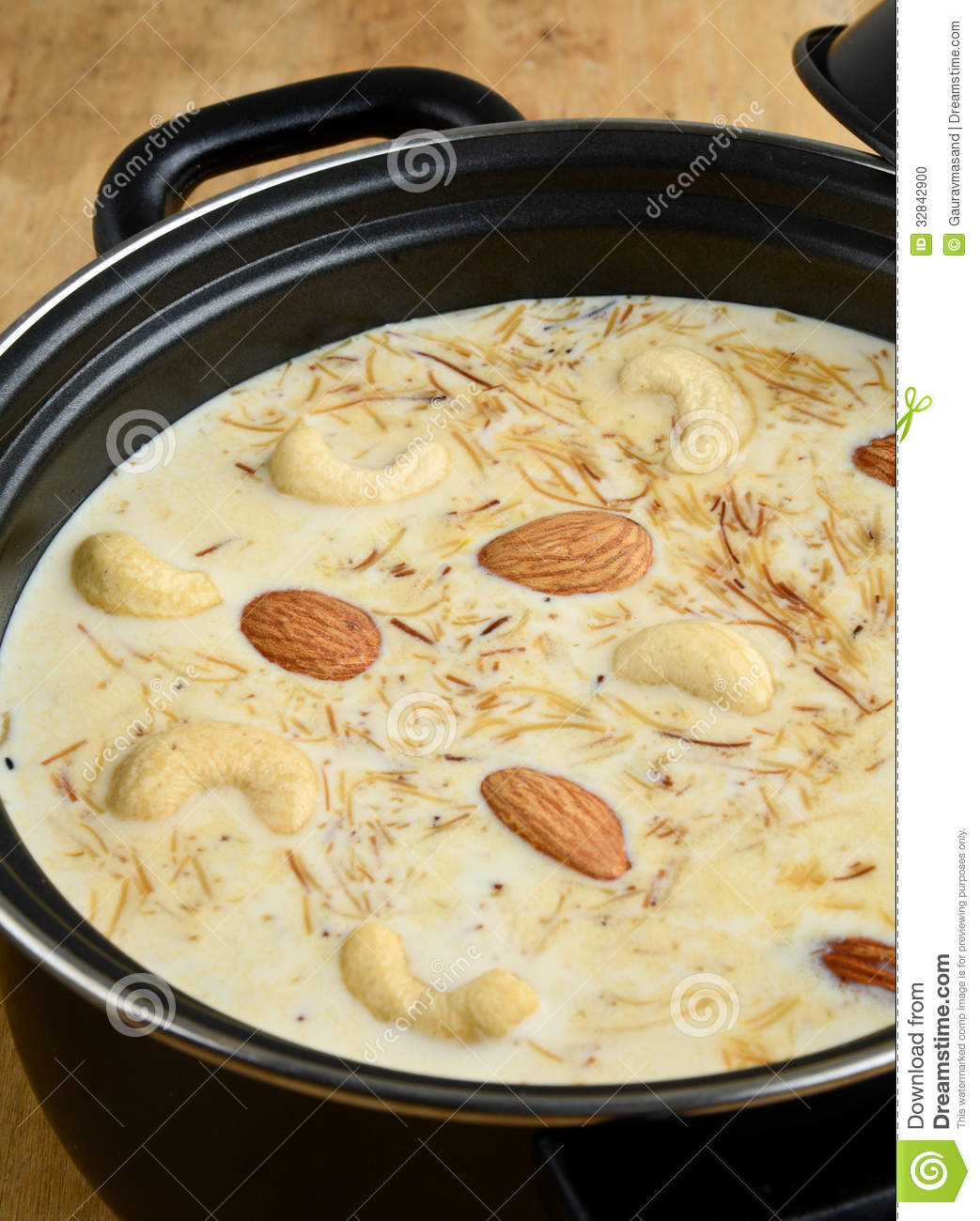 Indian desert kheer made of Rice,Milk,Saffron and nuts.
