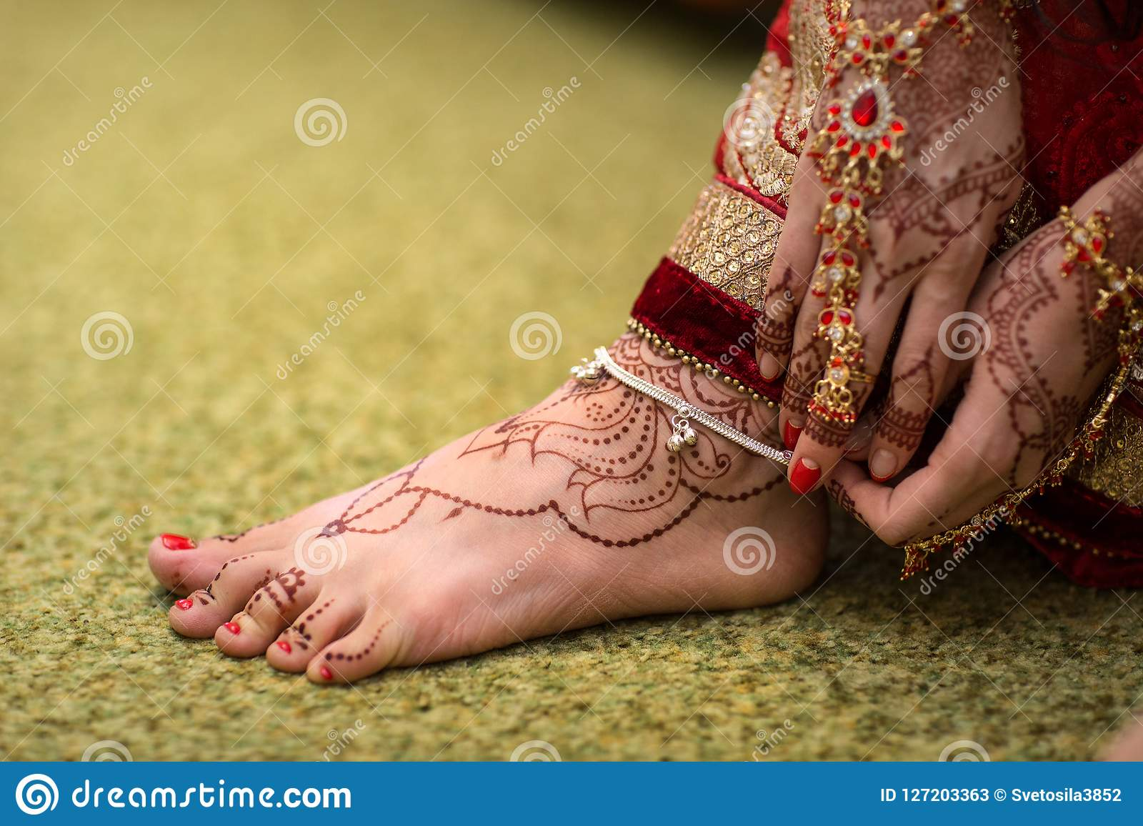 Indian Mehndi Painting On The Foot Feet Girls Stock Image