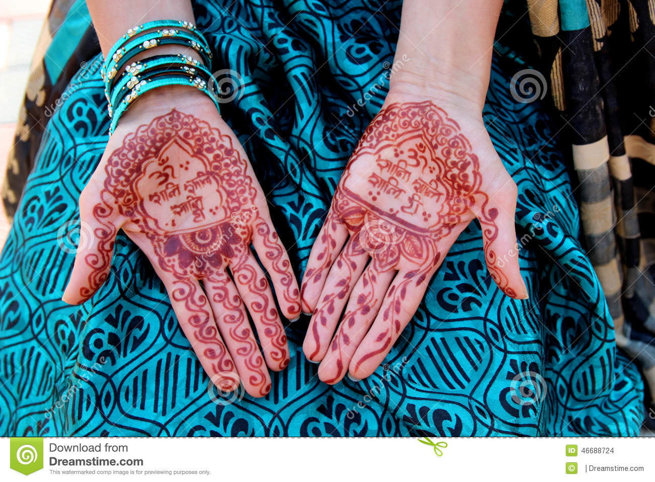 A To Z Mehndi Designs : Indian traditional mehndi design on women's hands stock photo