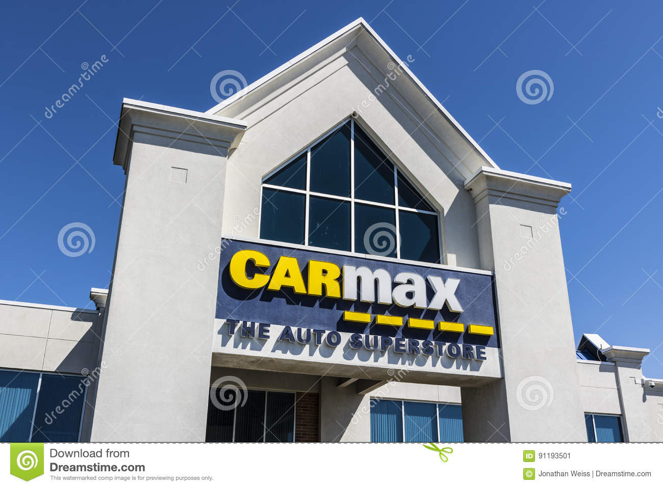 indianapolis circa april 2017 carmax auto dealership carmax is the largest used car retailer. Black Bedroom Furniture Sets. Home Design Ideas