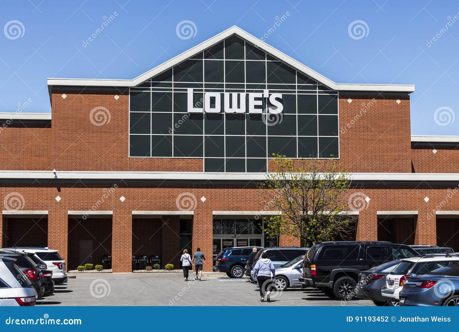 Indianapolis - Circa April 2017: De Verbetering van het Lowe` s Huis Pakhuis Lowe ` s stelt kleinhandels het huisverbetering opsl