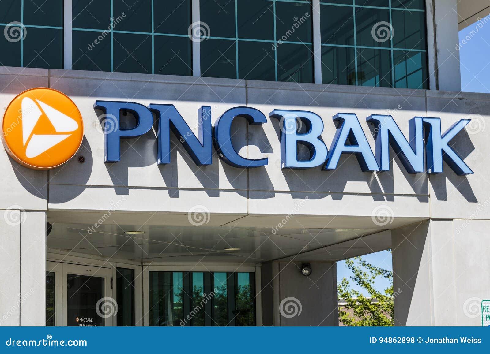 Indianapolis - circa im Juni 2017: PNC-Bankfiliale PNC-Finanzdienstleistungen bietet im Kleinen, Unternehmens- und Hypothekenkred