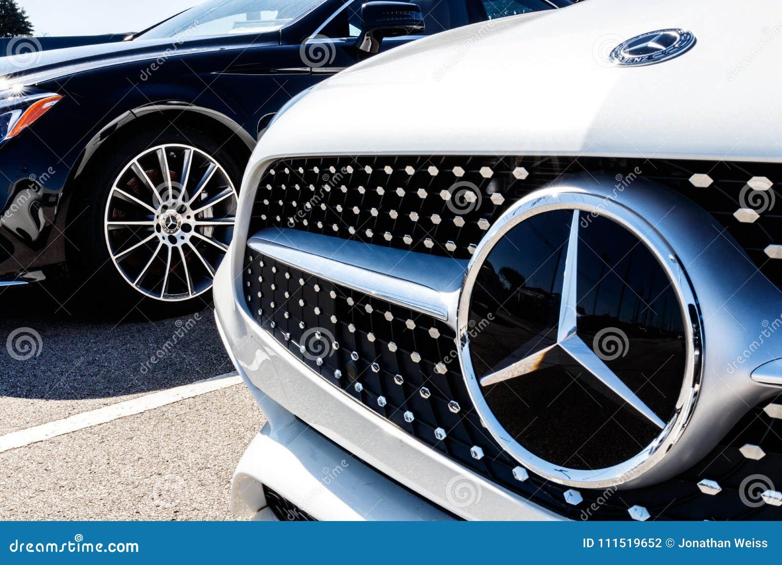 Indianapolis - circa im März 2018: Mercedes-Benz Dealership Mercedes-Benz ist ein Hersteller und eine Abteilung von Daimler AG I